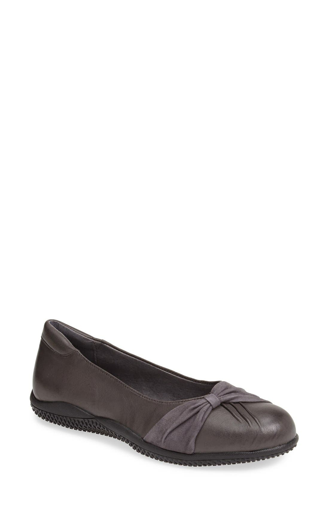 SoftWalk® 'Haverhill' Flat (Women)