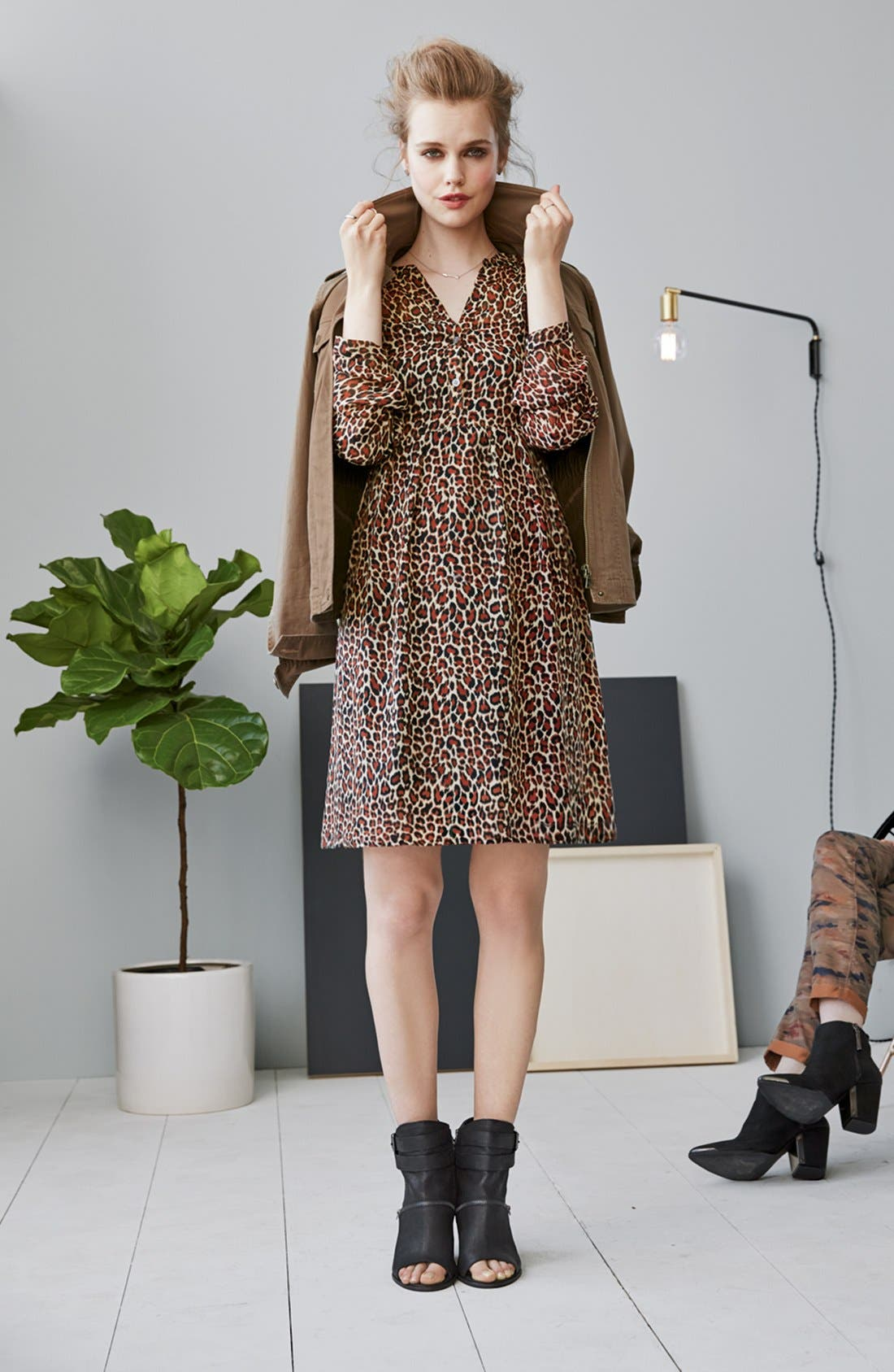 Alternate Image 4  - Two by Vince Camuto Split Neck Leopard Print Shirtdress (Regular & Petite)