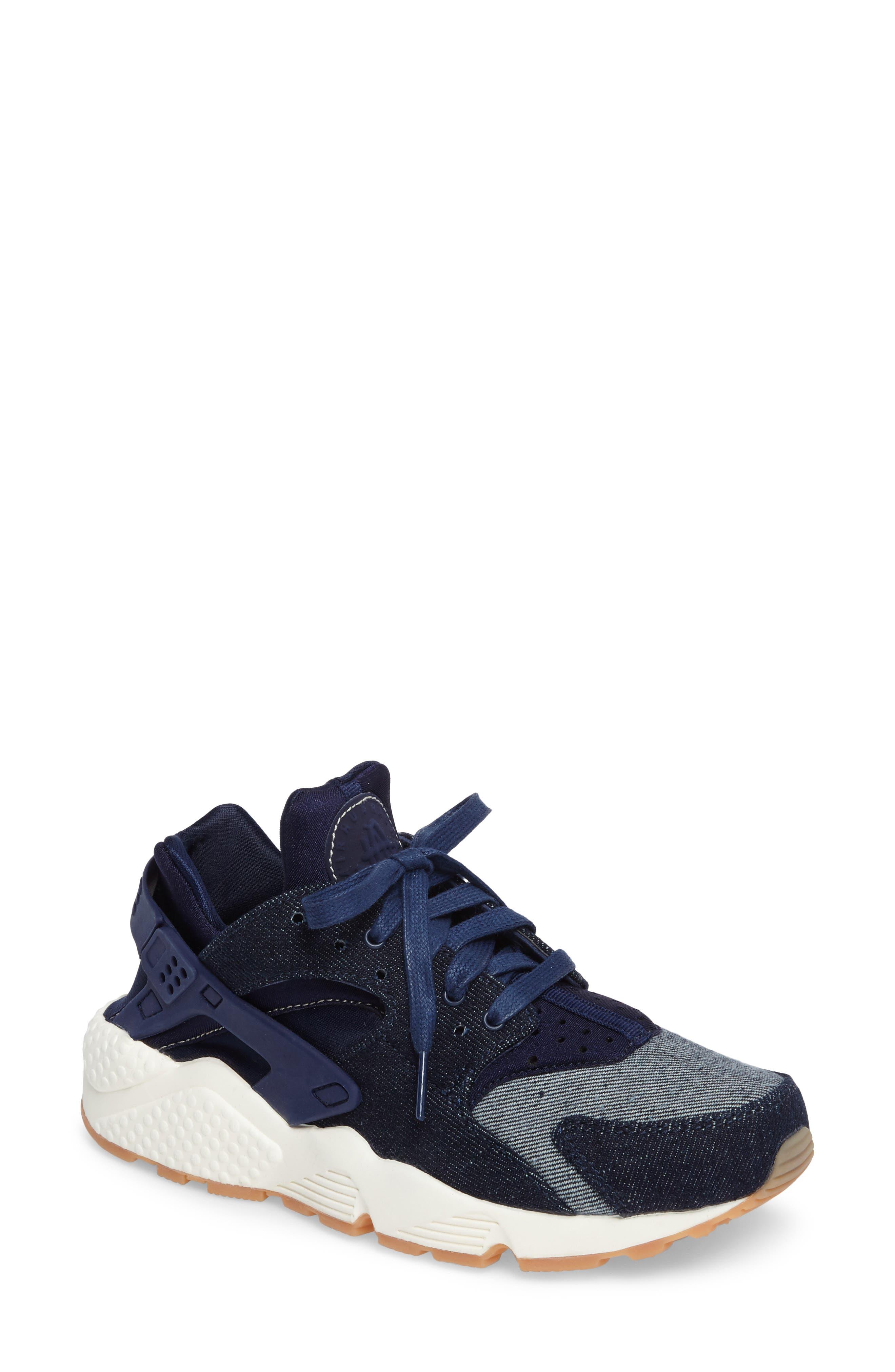 Nike Air Huarache Run SE Sneaker (Women)