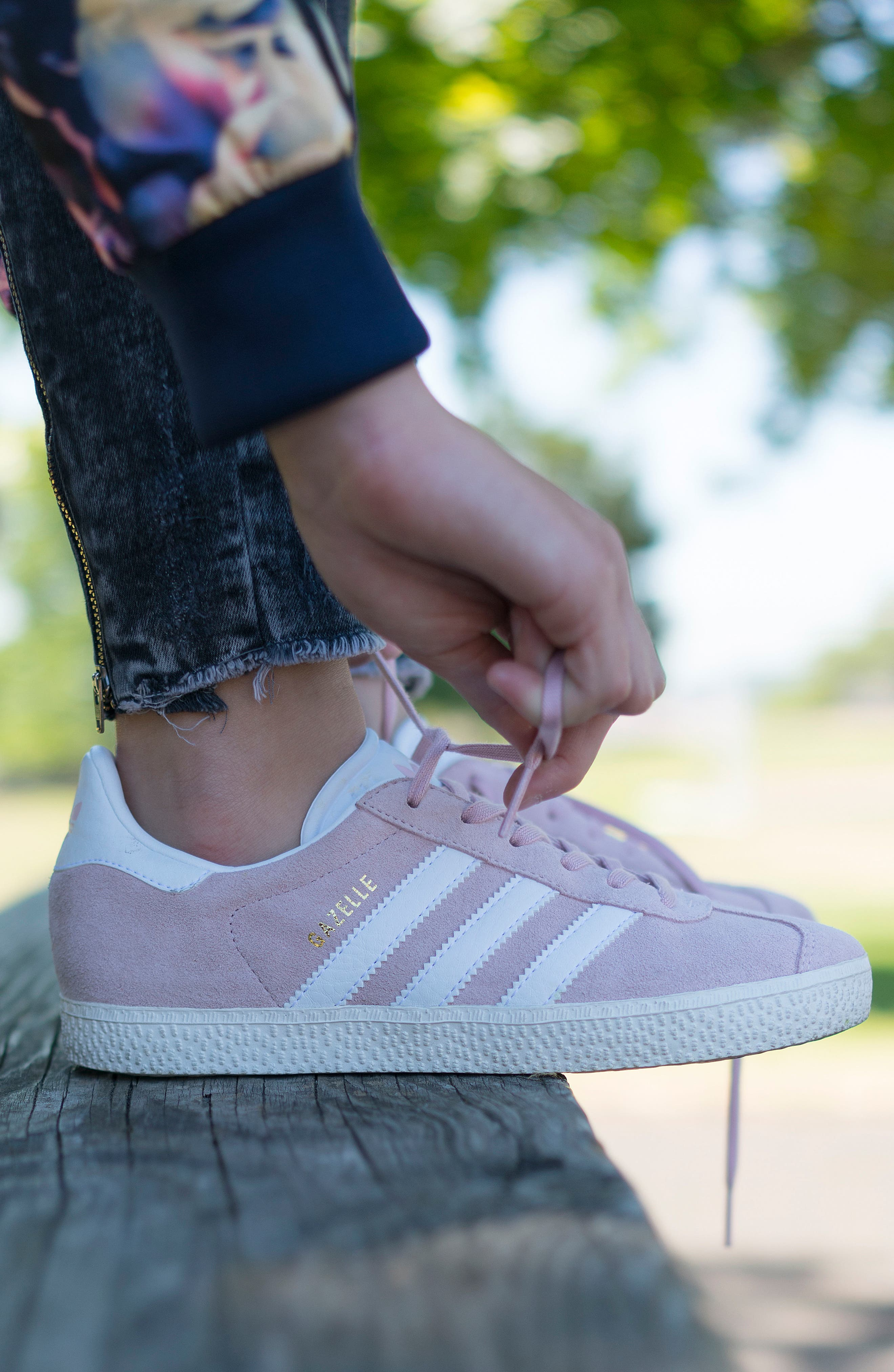 Gazelle Sneaker,                             Alternate thumbnail 7, color,                             Icy Pink/ White/ Gold