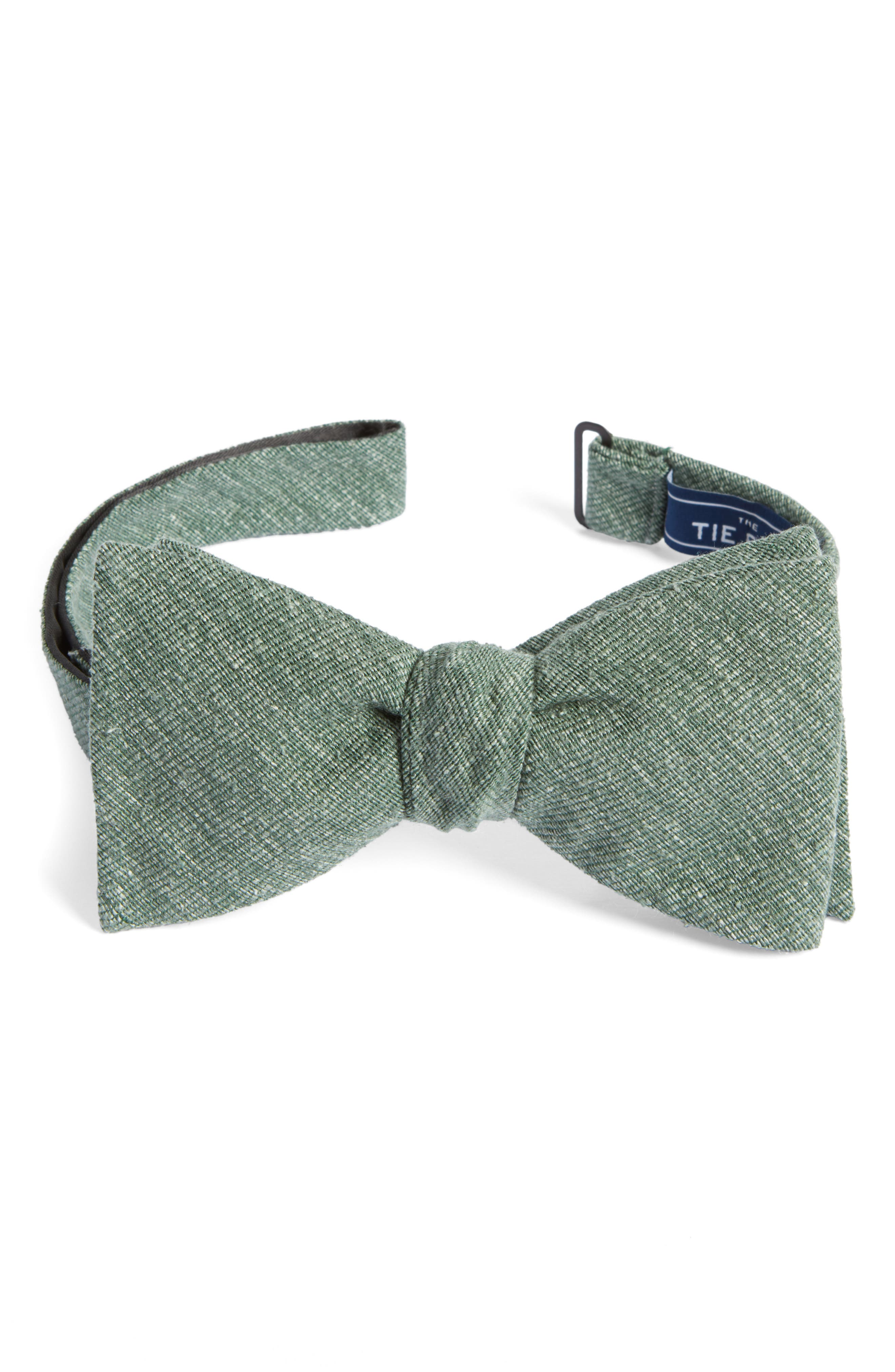 Alternate Image 1 Selected - The Tie Bar West Ridge Silk Bow Tie
