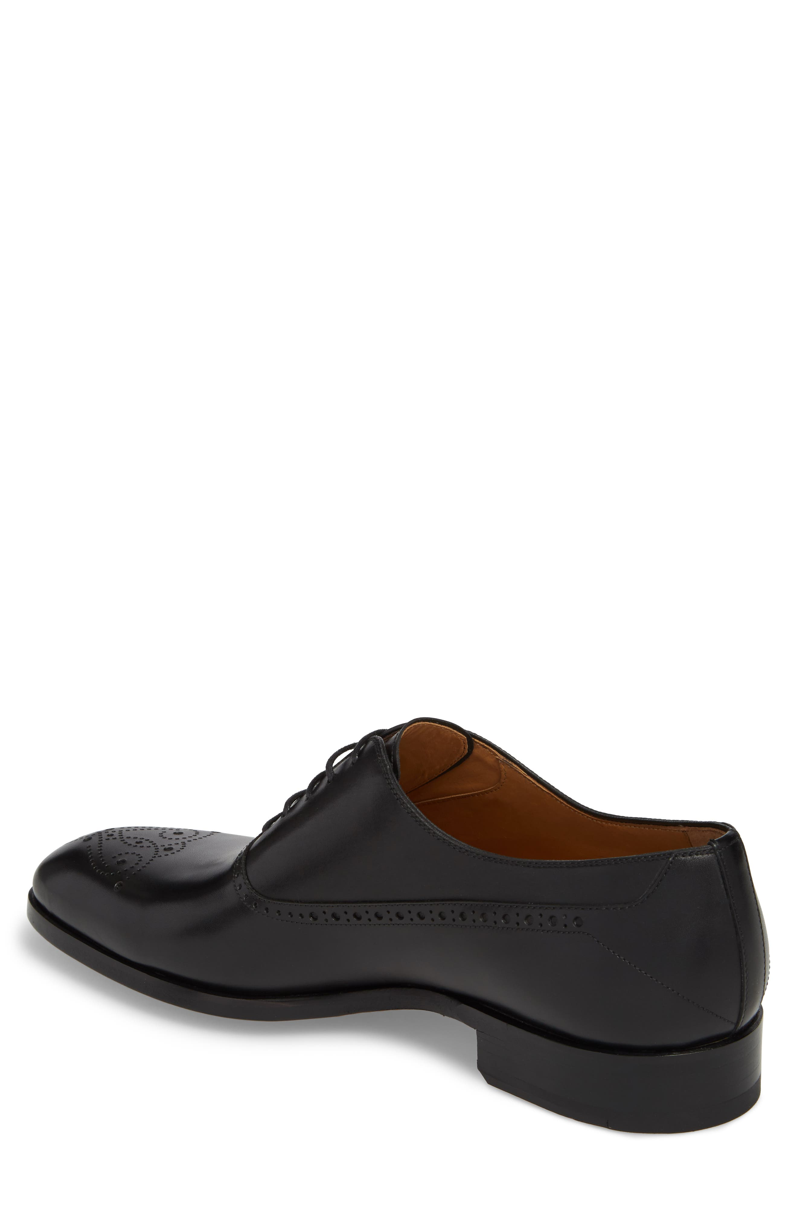 Manolo Medallion Toe Oxford,                             Alternate thumbnail 2, color,                             Black Leather