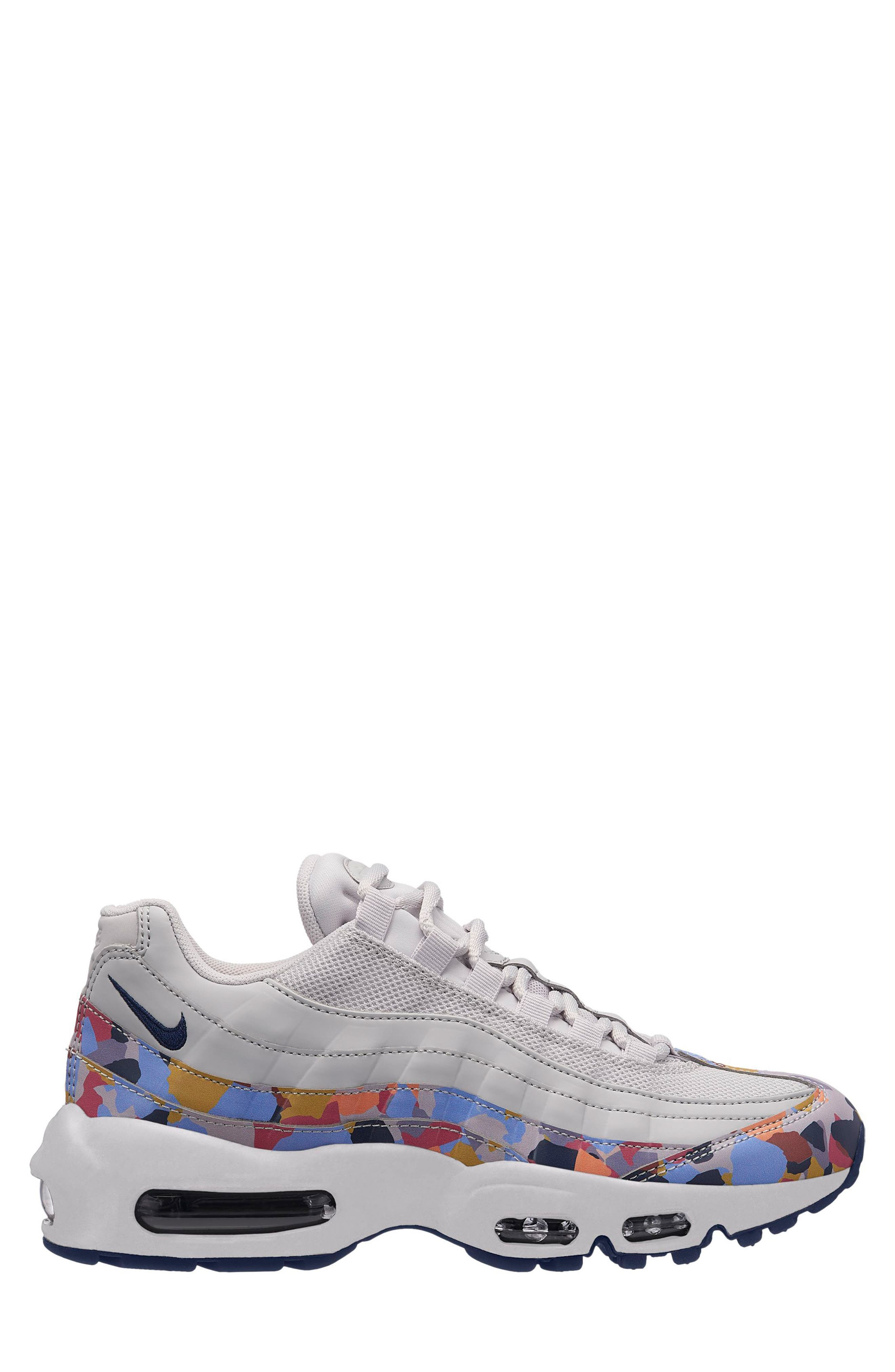 Air Max 95 SE Running Shoe,                             Main thumbnail 1, color,                             Grey/ Navy/ Red