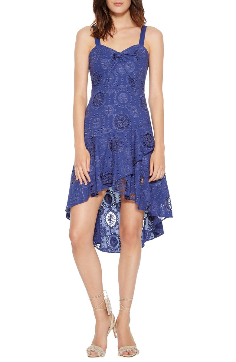 Donna Embroidered Dress