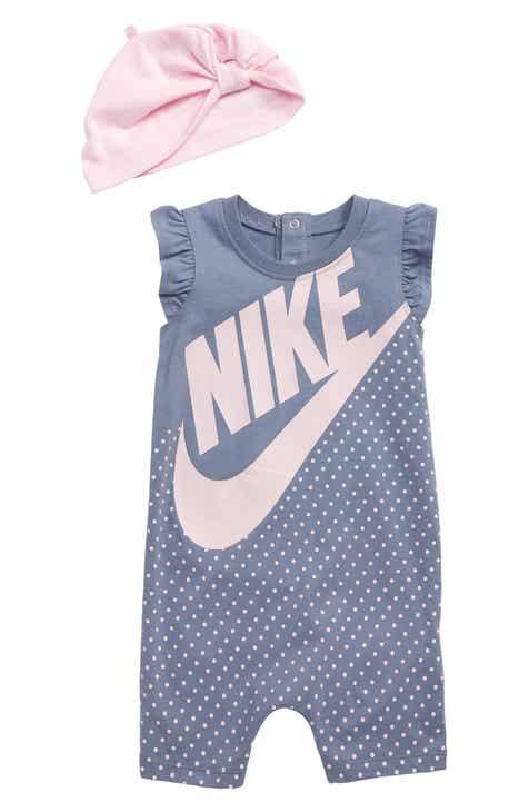 aa3906fbc9b Nike Print Romper   Knotted Beanie Set (Baby)
