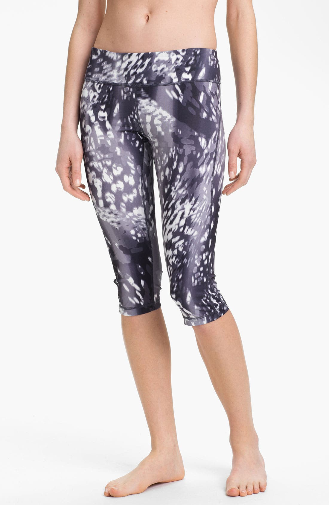 Main Image - Zella 'Live In' Print Capri Leggings