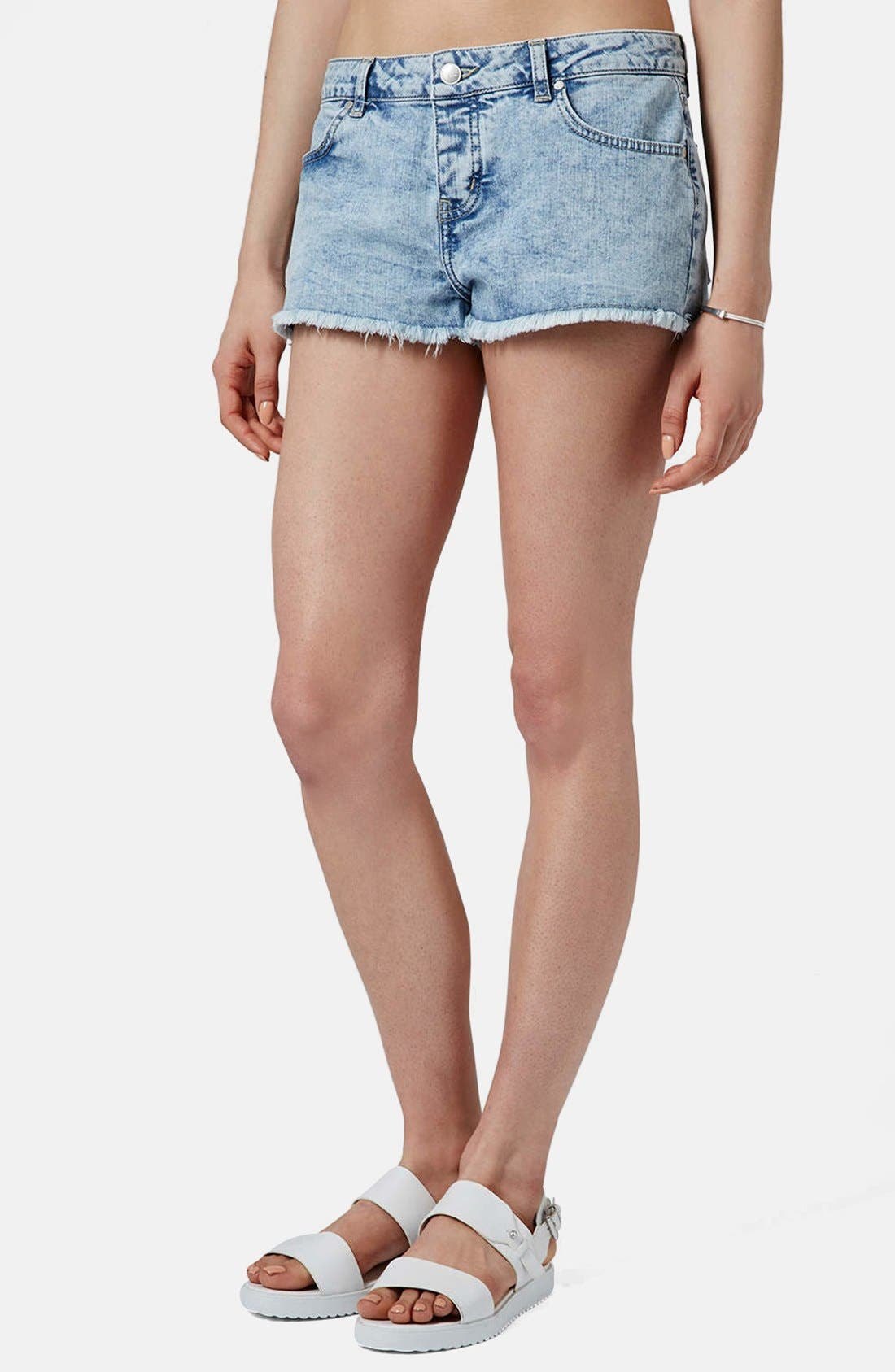 Main Image - Topshop Moto 'Daisy' Denim Shorts (Light)