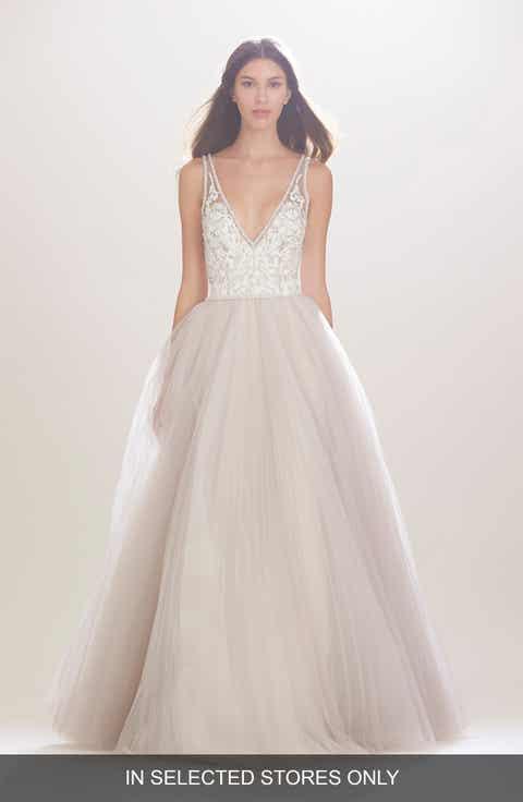 Carolina Herrera Mercedes V Neck Lace Tulle Gown