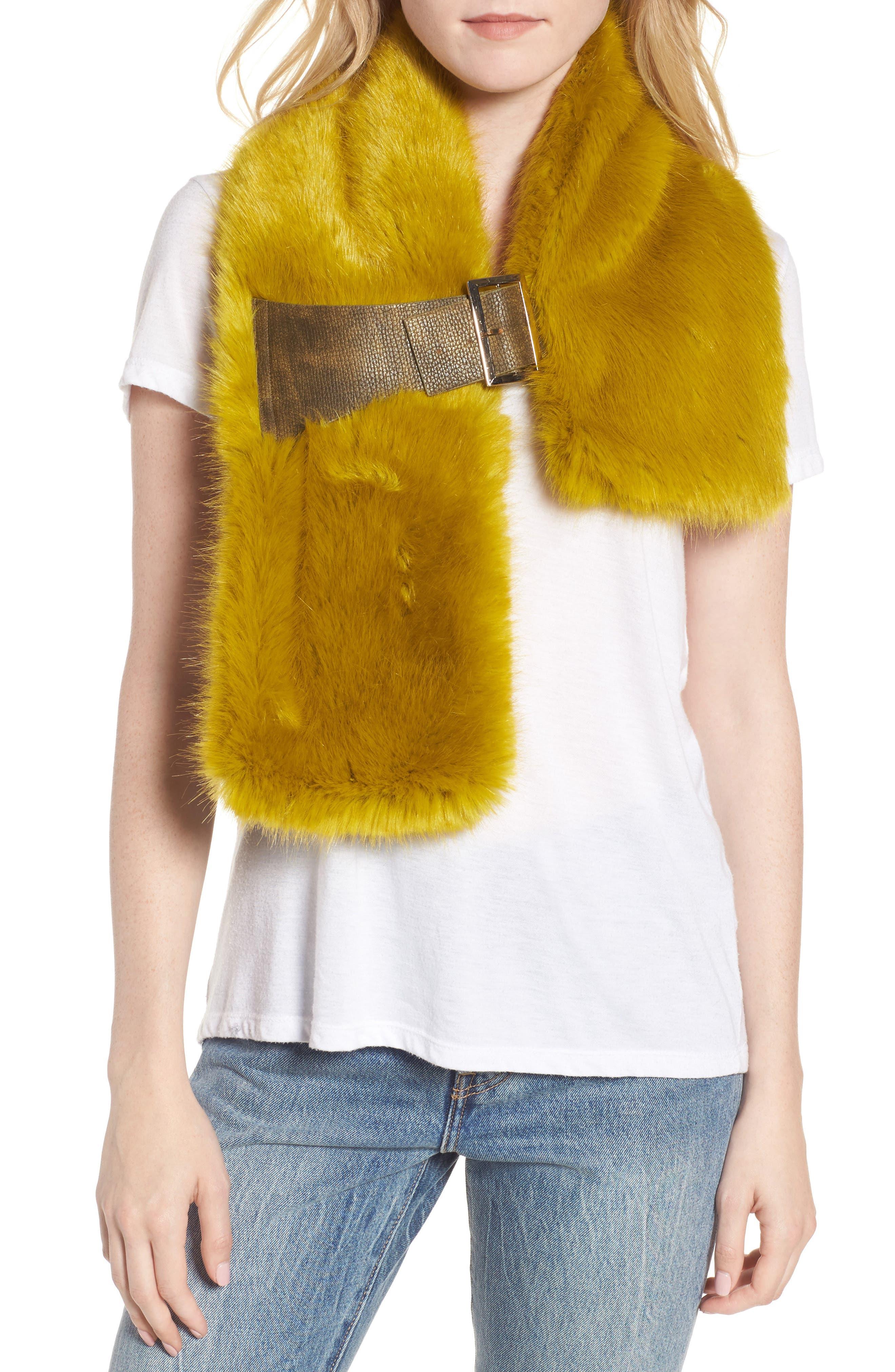Heurueh Buckled Faux Fur Scarf