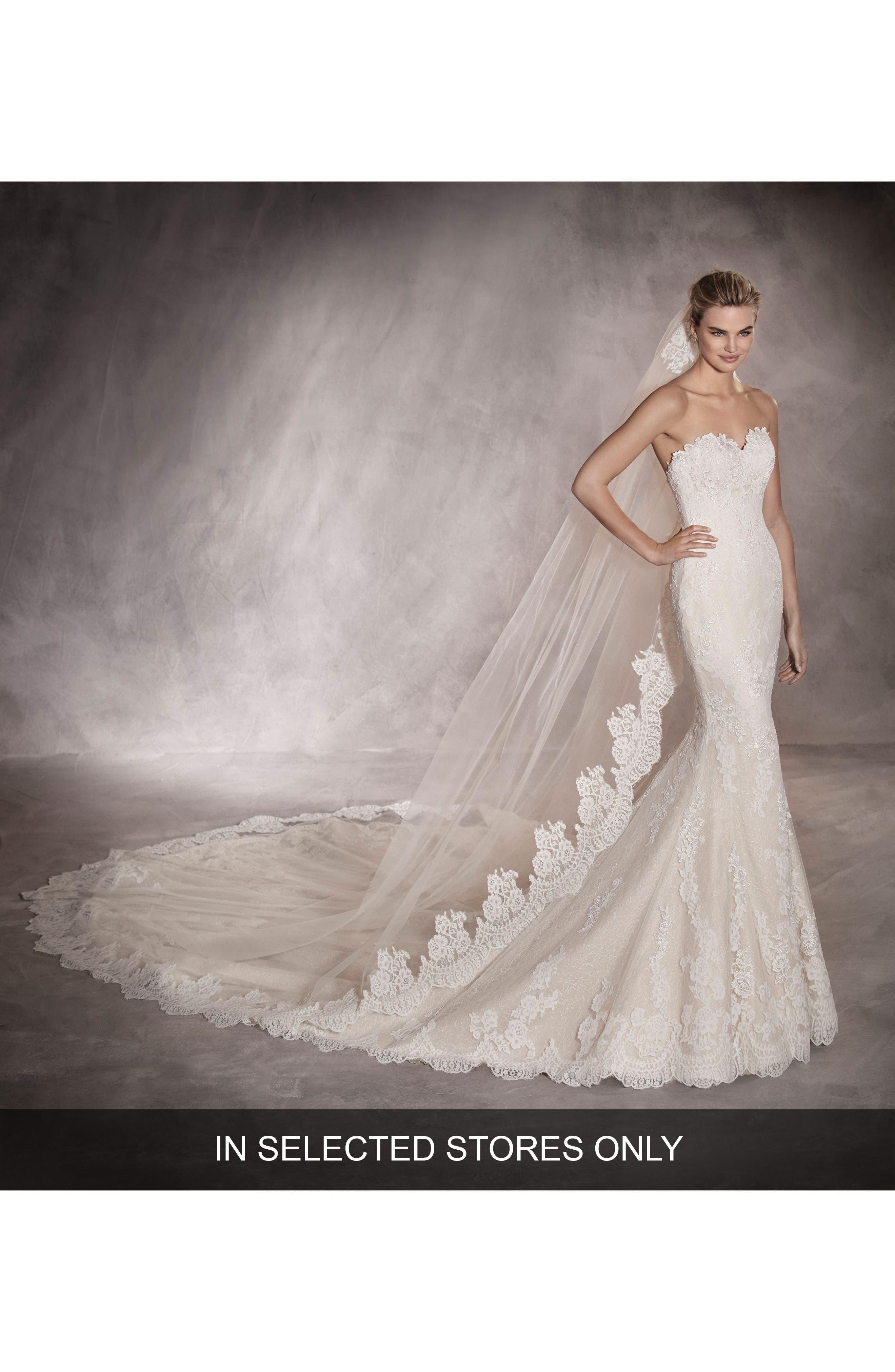 Pronovias Princia Strapless Lace Mermaid Gown