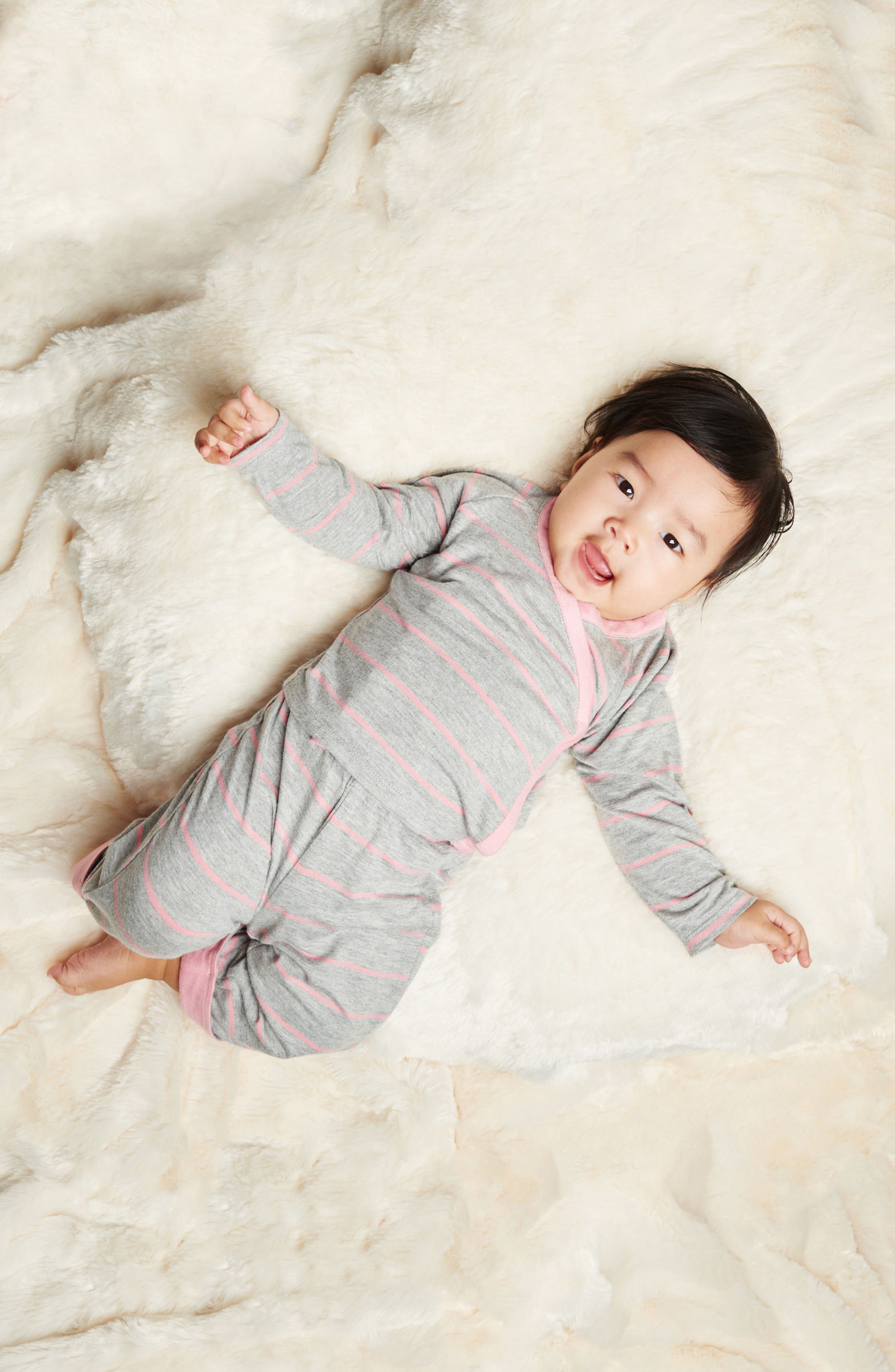 Alternate Image 2  - Baby Grey Kimono Top, Pants, Beanie & Receiving Blanket Set (Baby Girls)