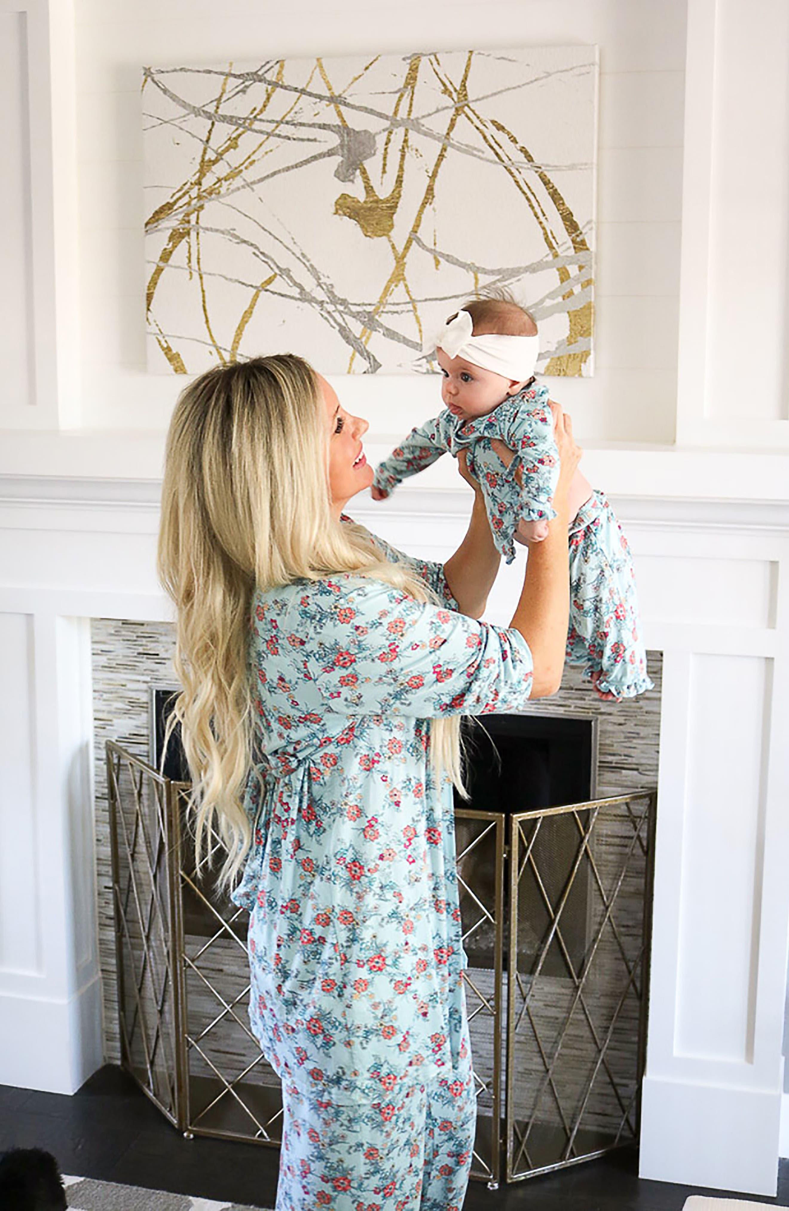 Alternate Image 2  - Baby Grey Ruffle Kimono Top, Pants, Hat & Blanket Set (Baby Girls)