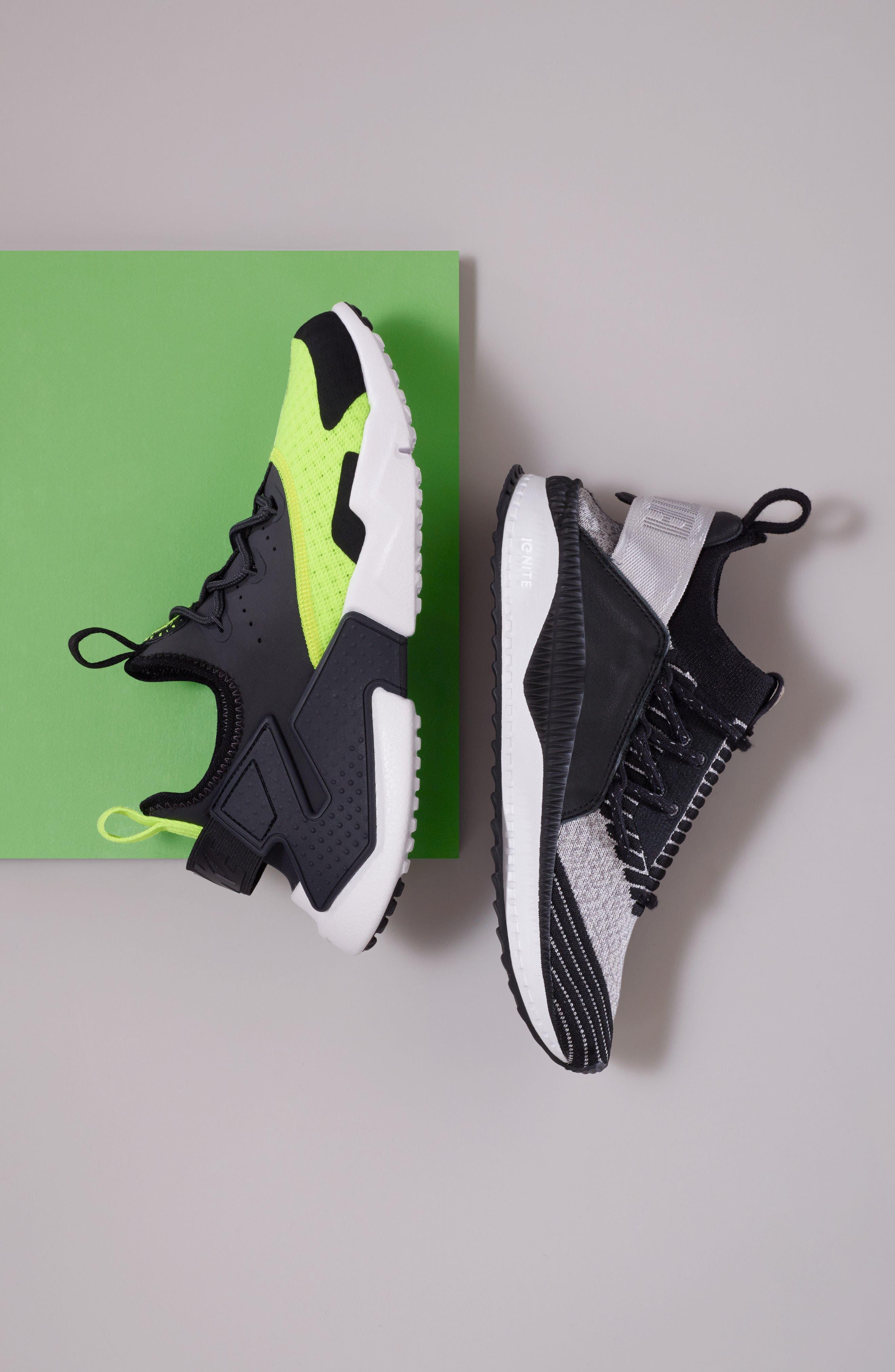 Huarache Run Drift Sneaker,                             Alternate thumbnail 2, color,