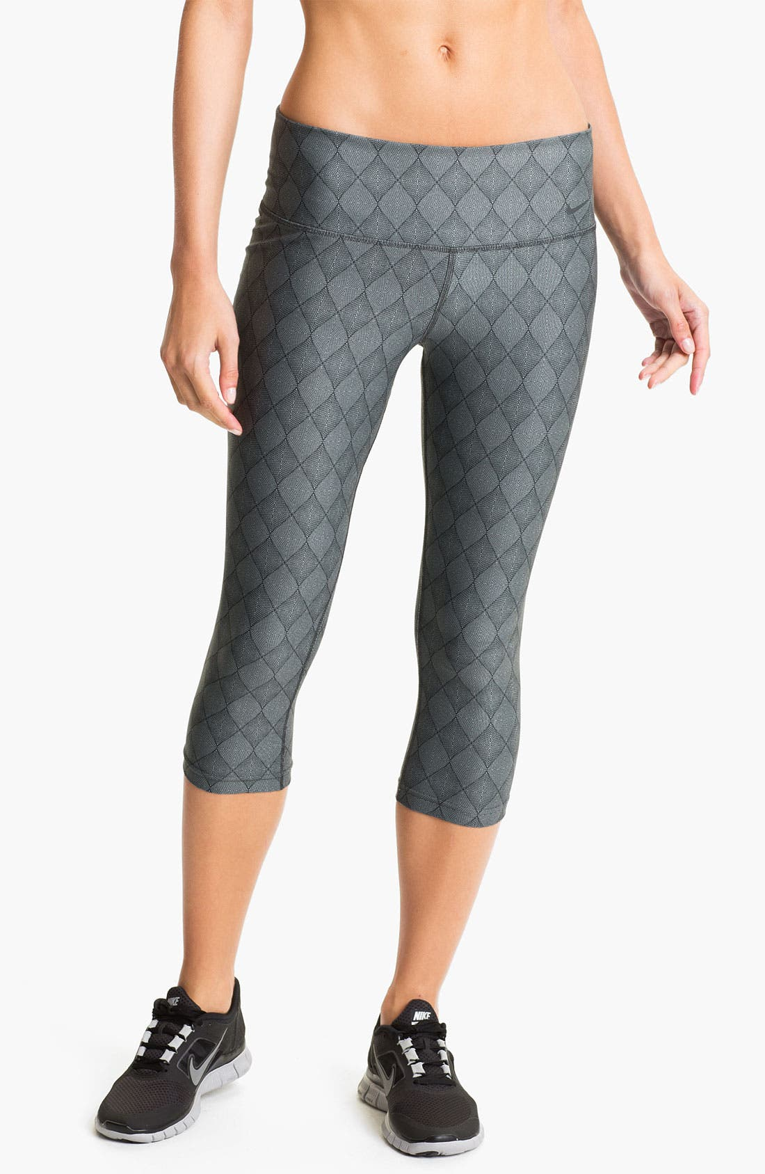 Main Image - Nike 'Poly' Print Capri Tights