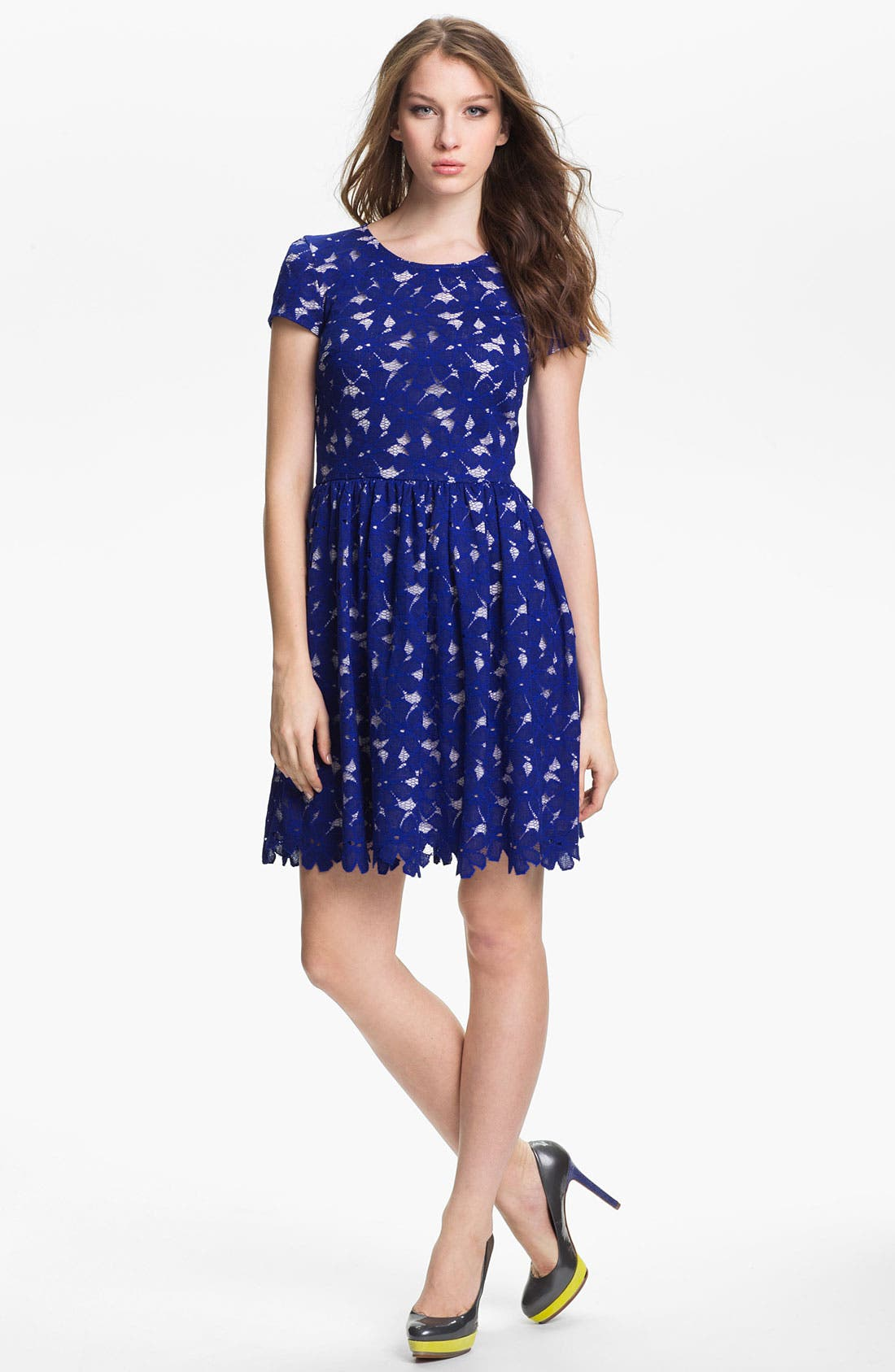 Alternate Image 1 Selected - Vince Camuto Short Sleeve Lace Dress