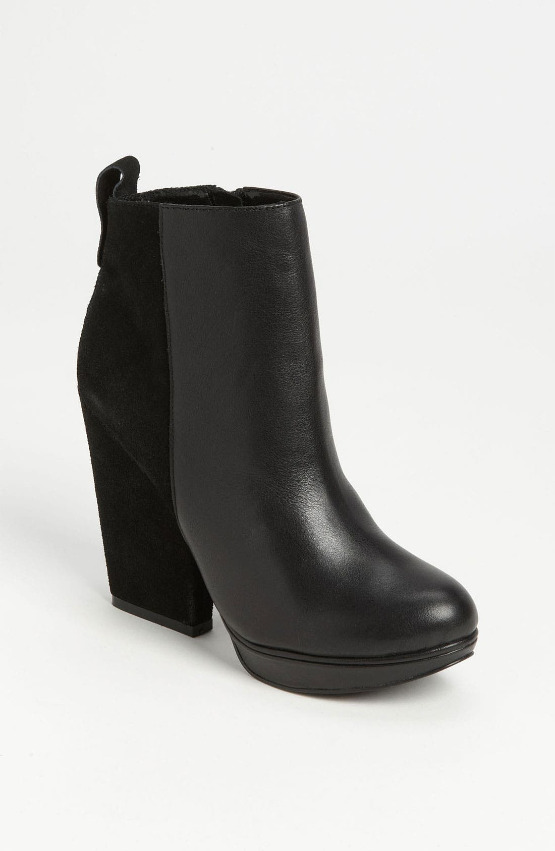 Alternate Image 1 Selected - Steve Madden 'Upstage' Bootie