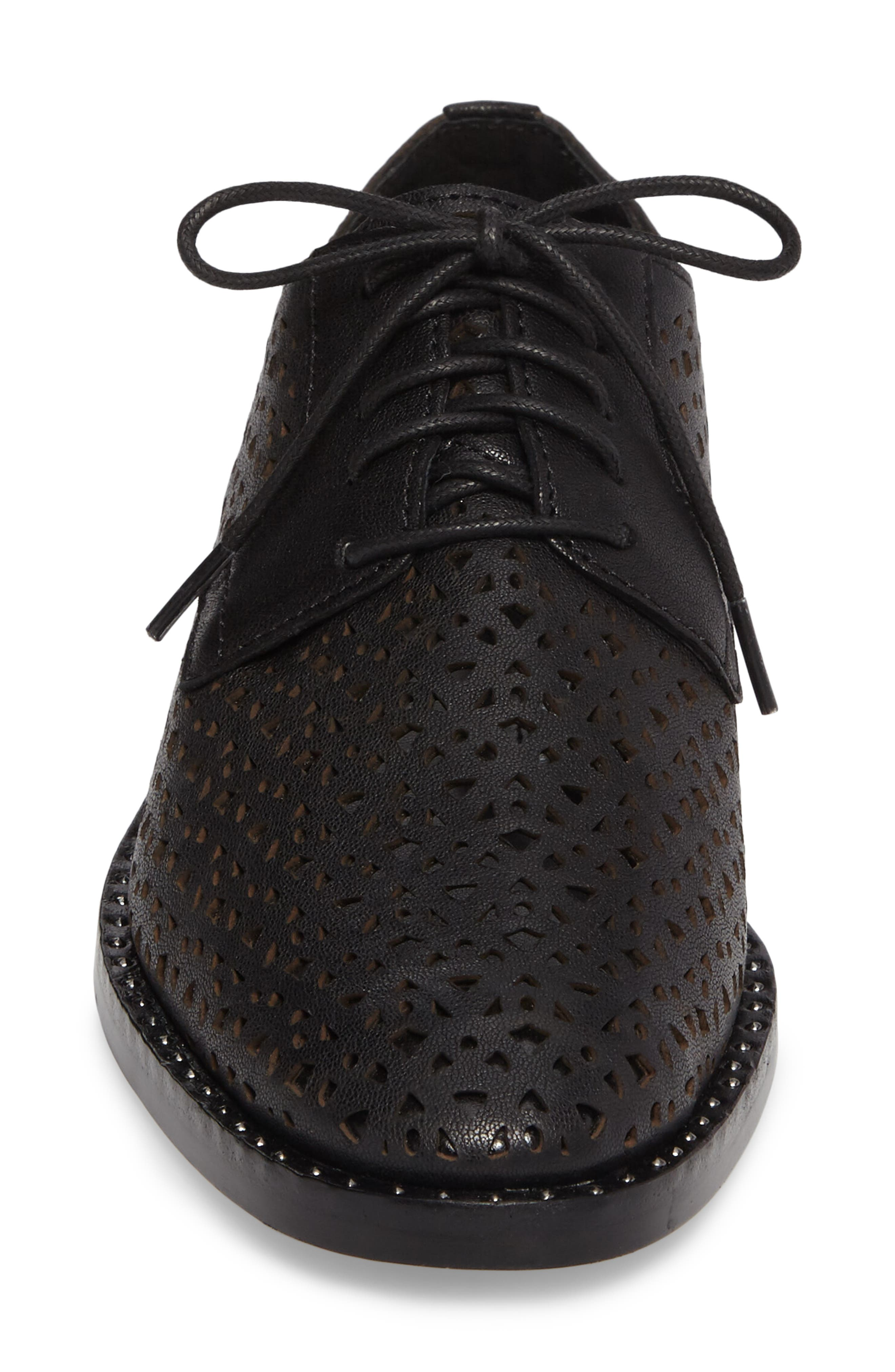 Alternate Image 4  - Vince Camuto Lesta Geo Perforated Oxford (Women)