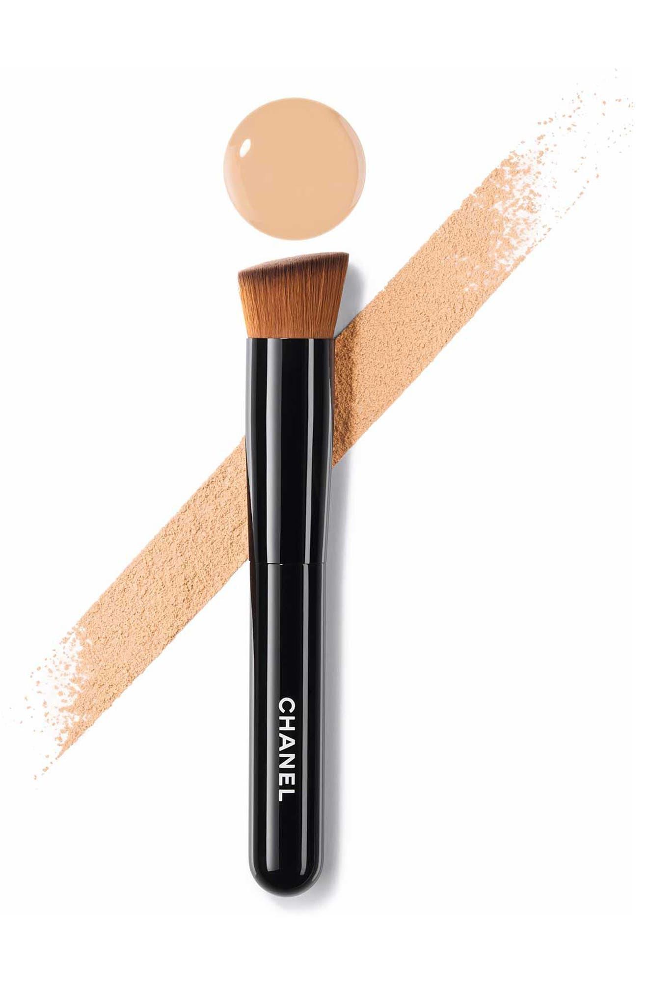 Alternate Image 2  - CHANEL LES PINCEAUX DE CHANEL  2-in-1 Foundation Brush