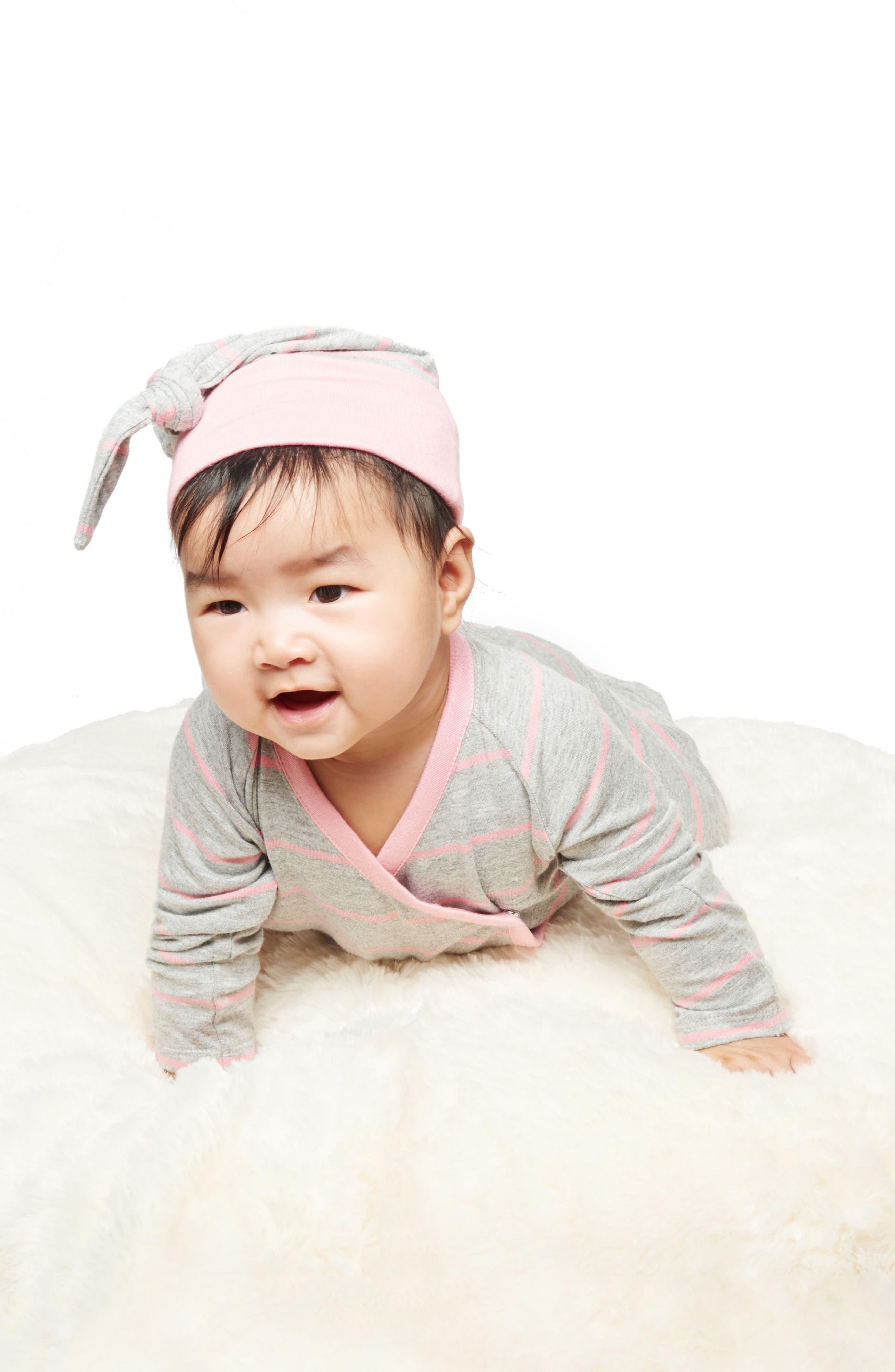 Alternate Image 3  - Baby Grey Kimono Top, Pants, Beanie & Receiving Blanket Set (Baby Girls)