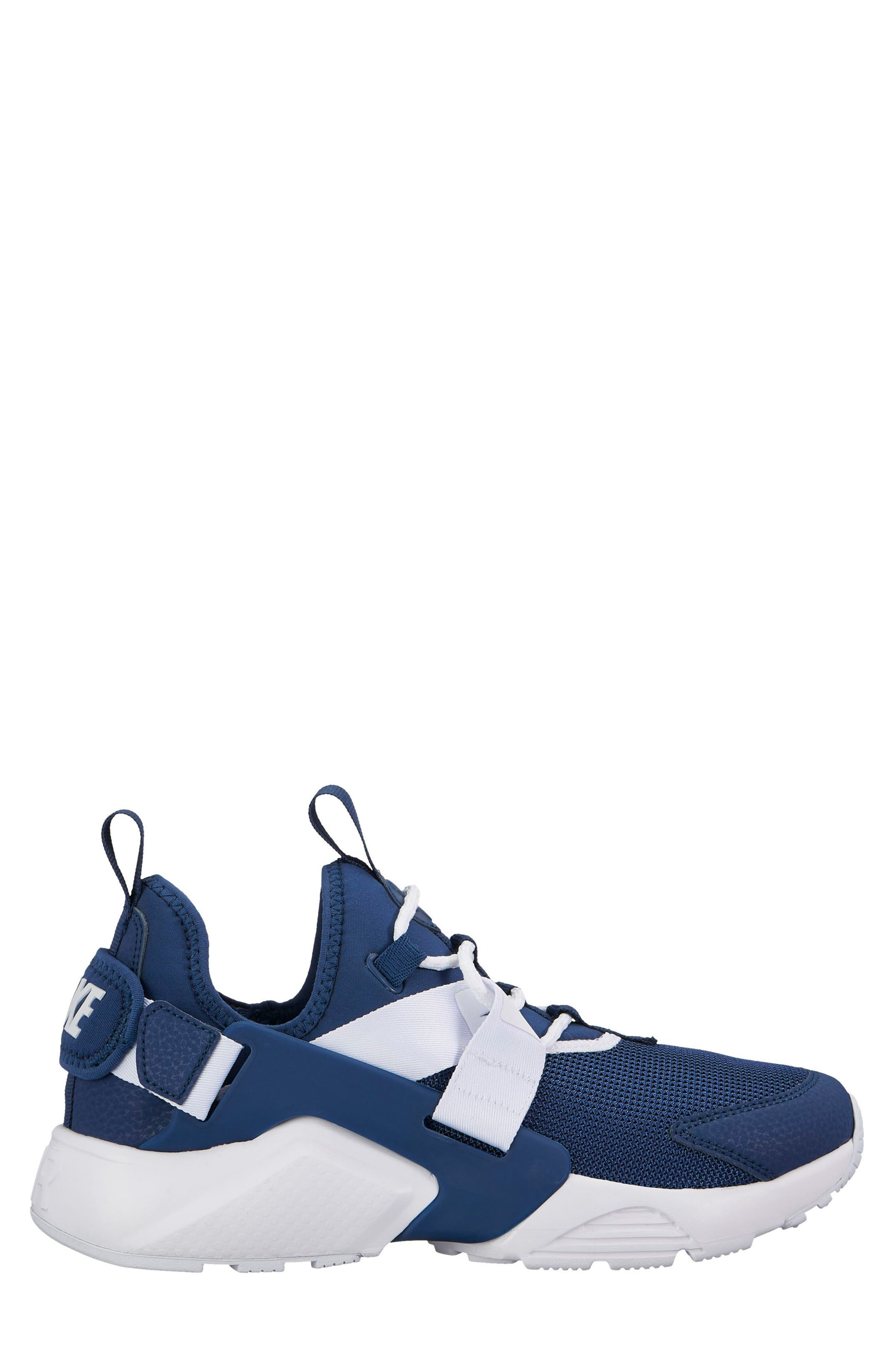 Nike Air Huarache City Low Sneaker (Women)