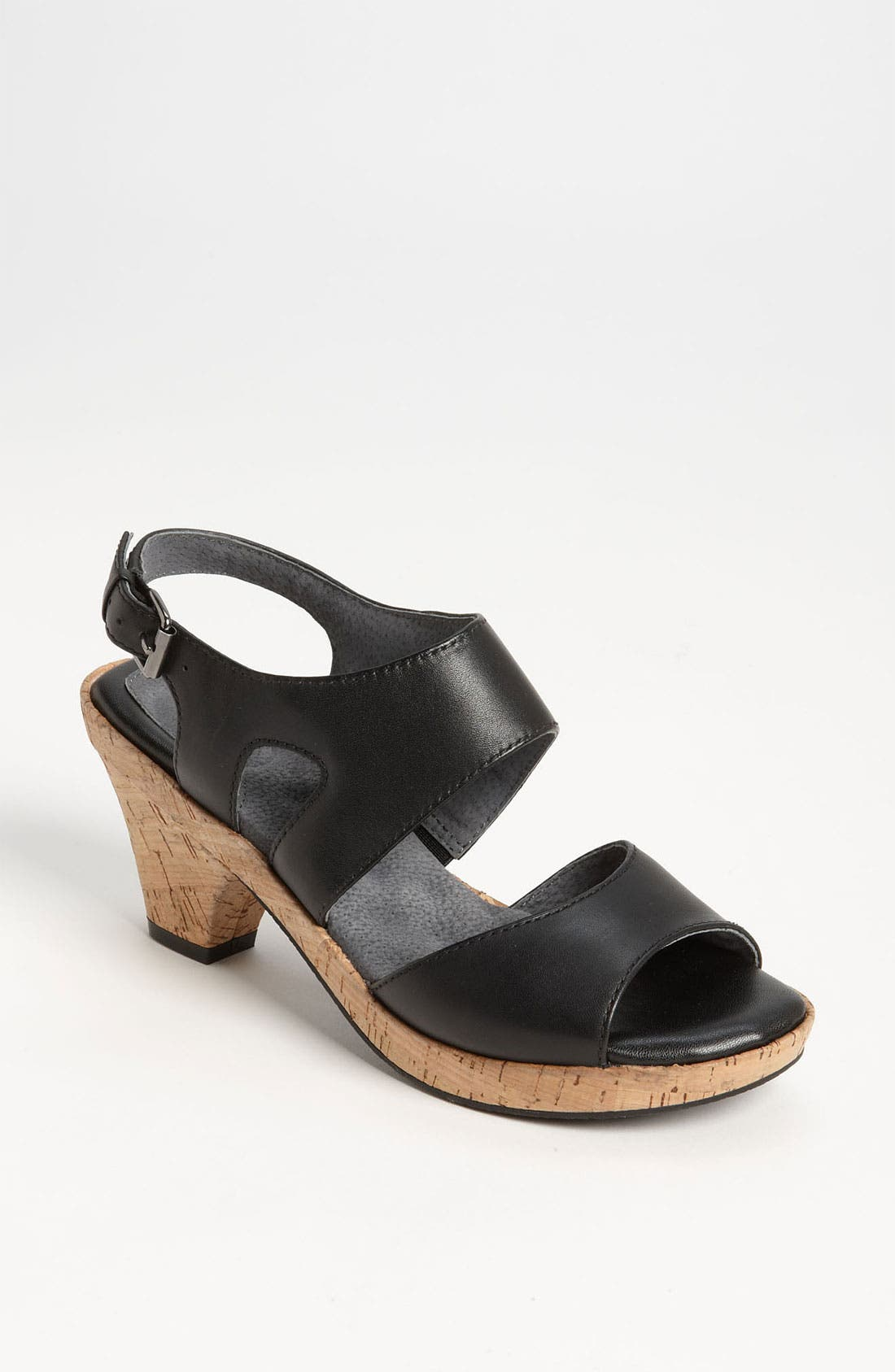 Main Image - SoftWalk® 'Carson' Sandal