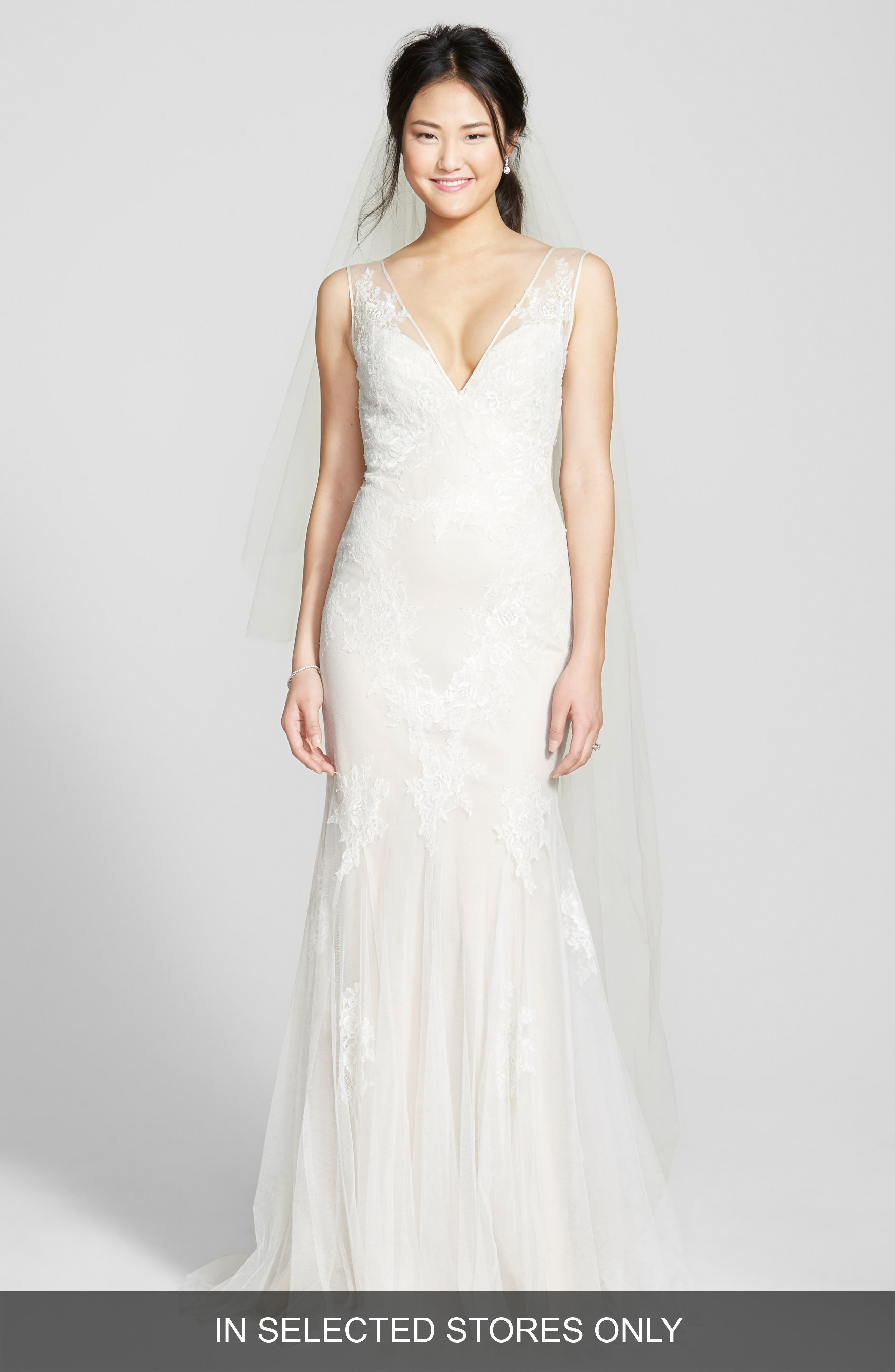 BLISS Monique Lhuillier Chantilly Lace & Tulle Gown