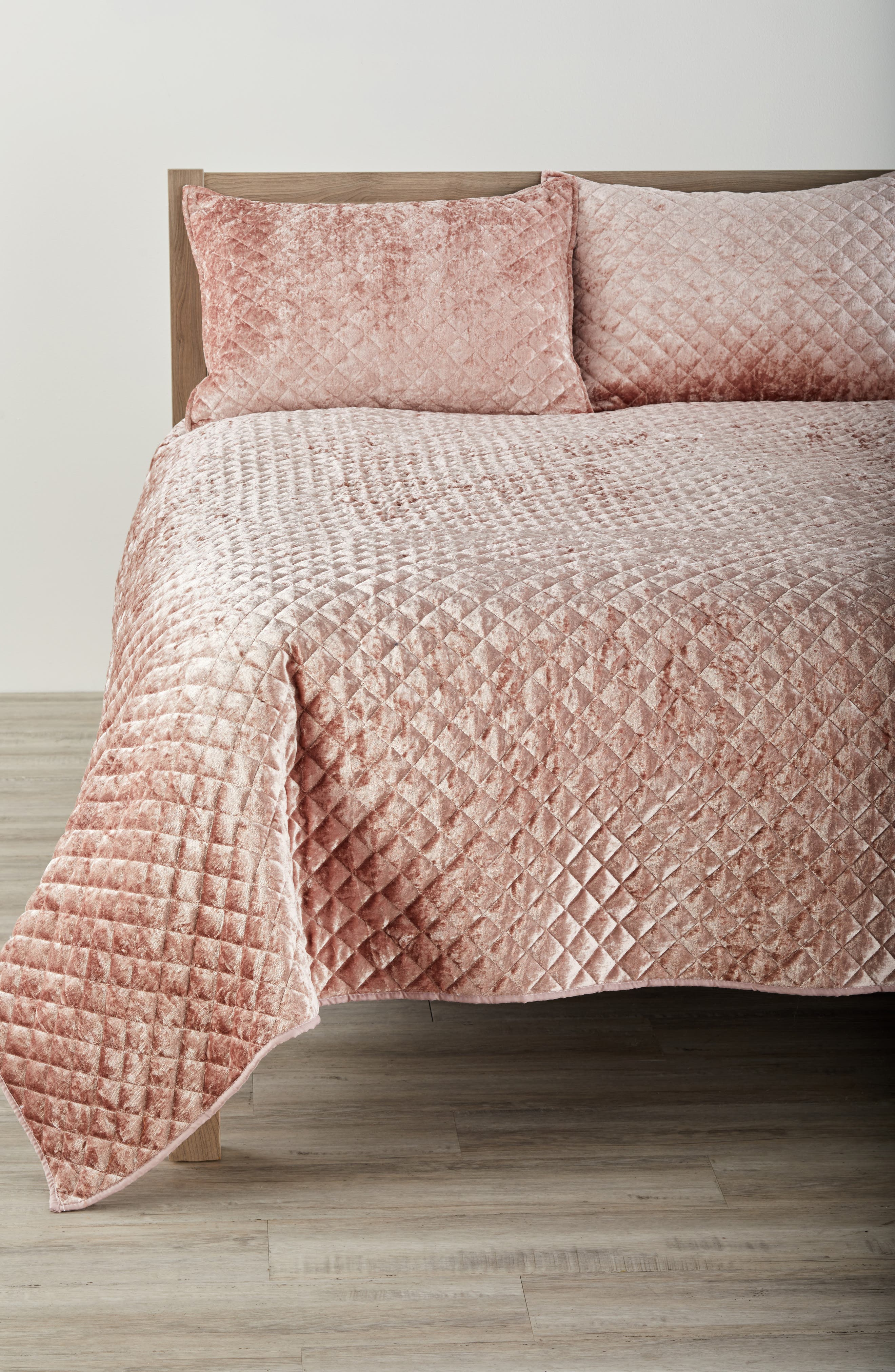 Crushed Velvet Quilt,                         Main,                         color, Blush