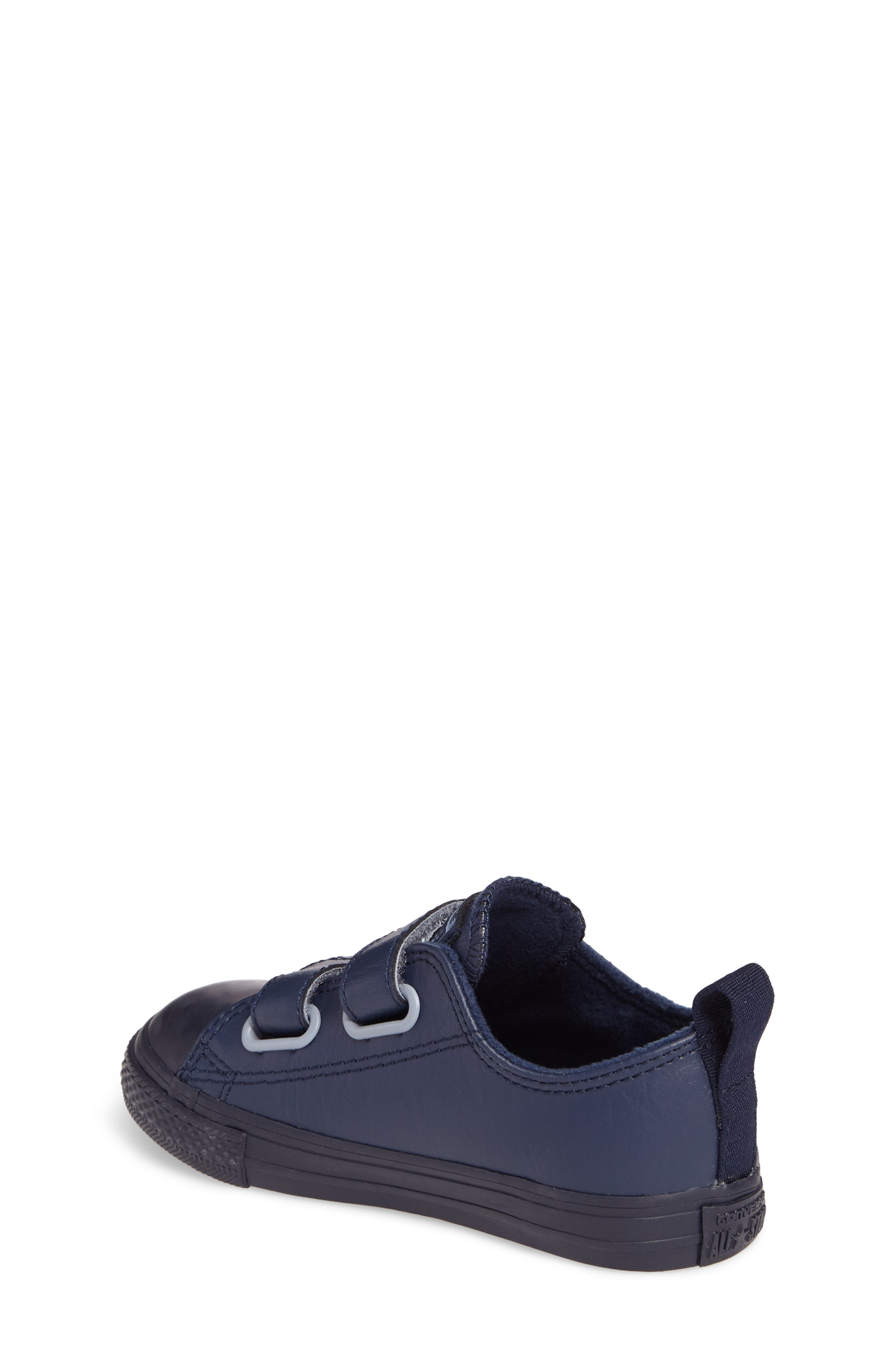 Alternate Image 2  - Converse Chuck Taylor® All Star® 2V Low Top Sneaker (Baby, Walker & Toddler)