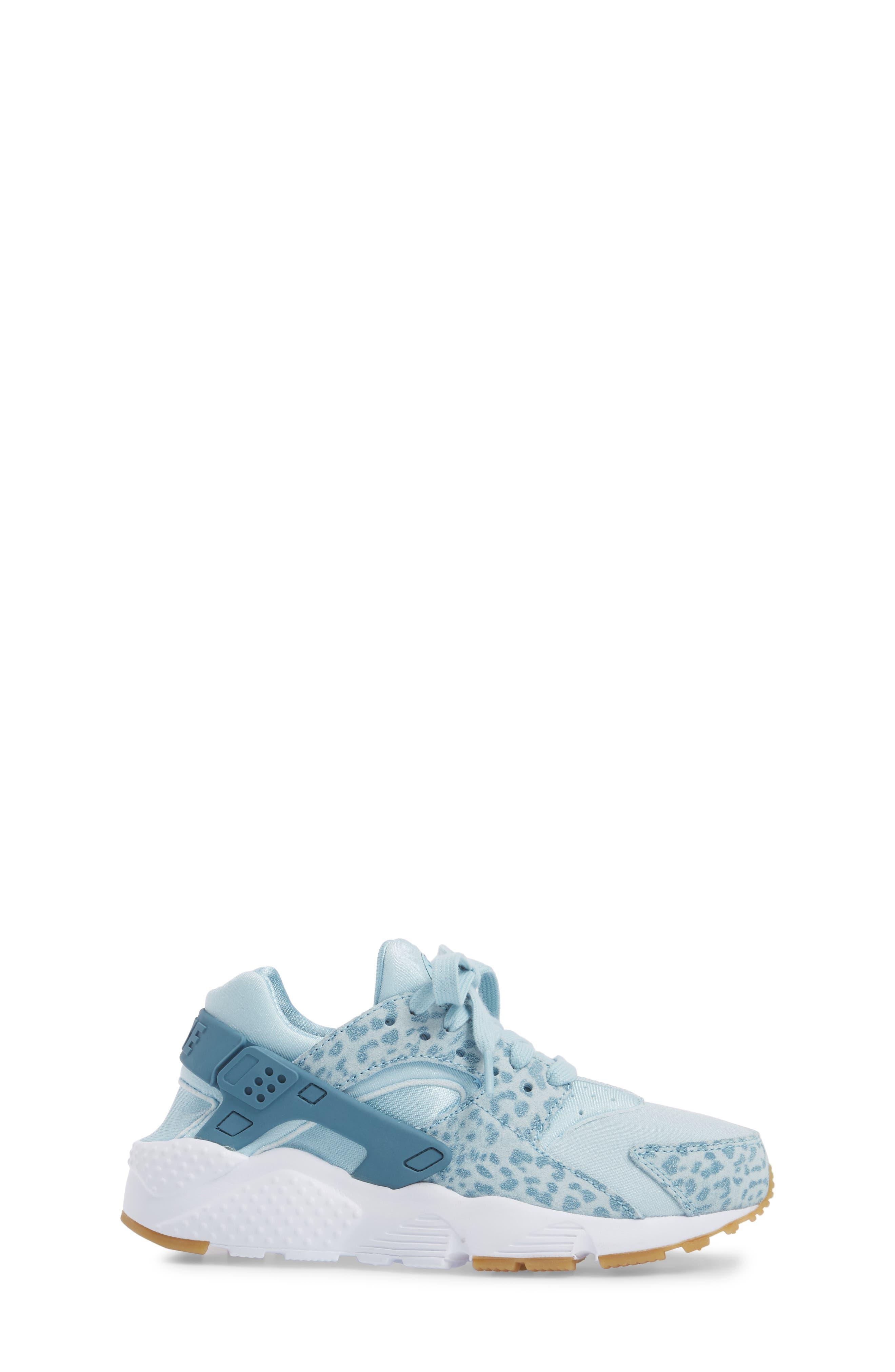 Alternate Image 3  - Nike Huarache Run SE Sneaker (Baby, Walker, Toddler, Little Kid & Big Kid)