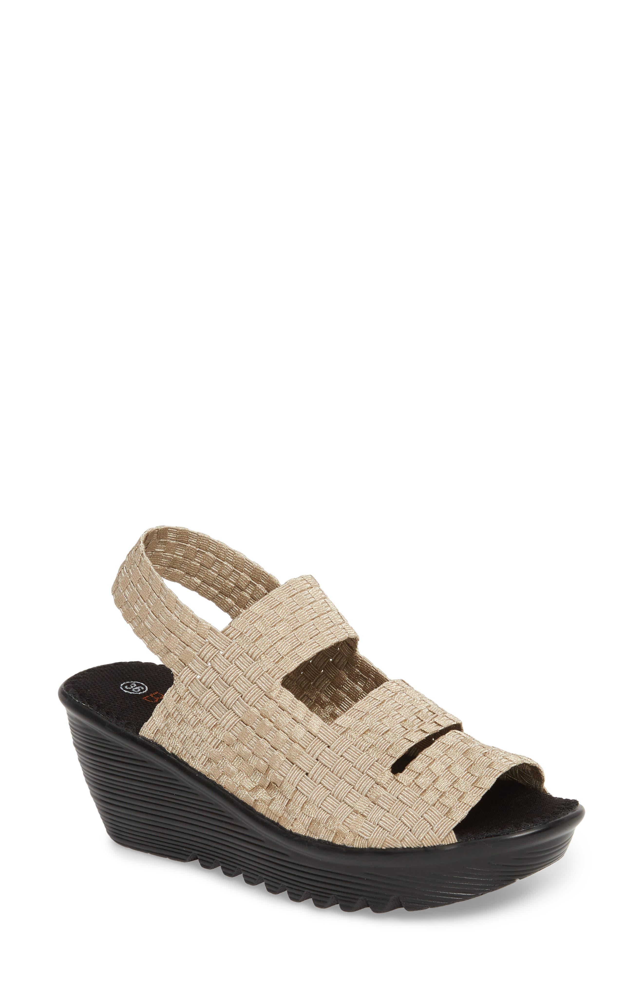 bernie mev. Oasis Platform Wedge Sandal (Women)