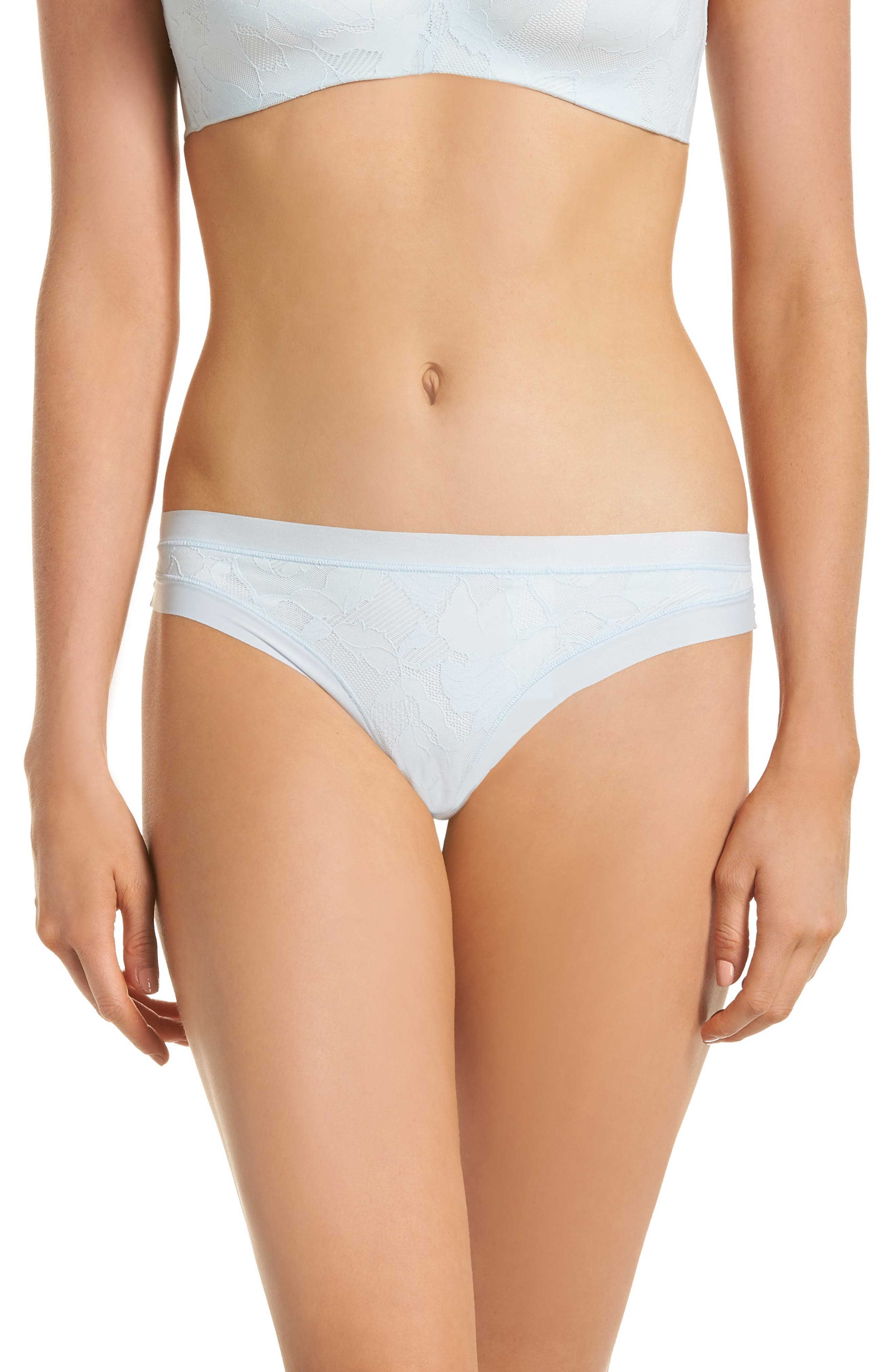 FORM LACE THONG
