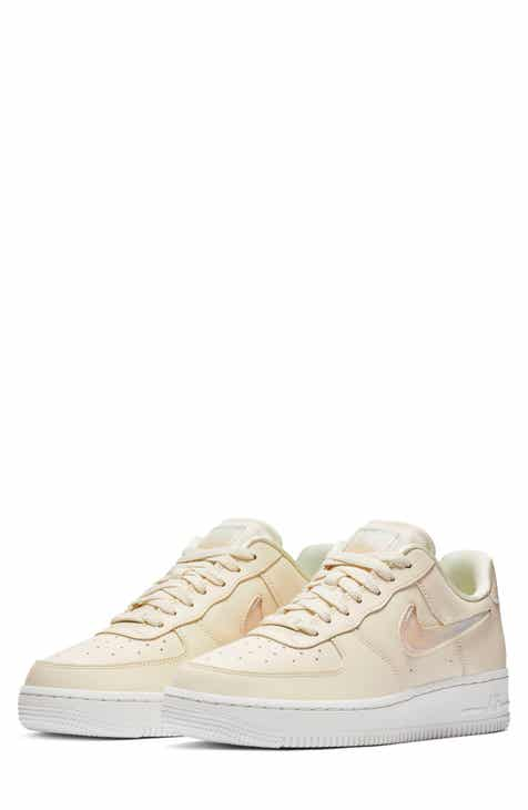 Nike Air Force 1  07 SE Premium Sneaker (Women) 12375ac7a2