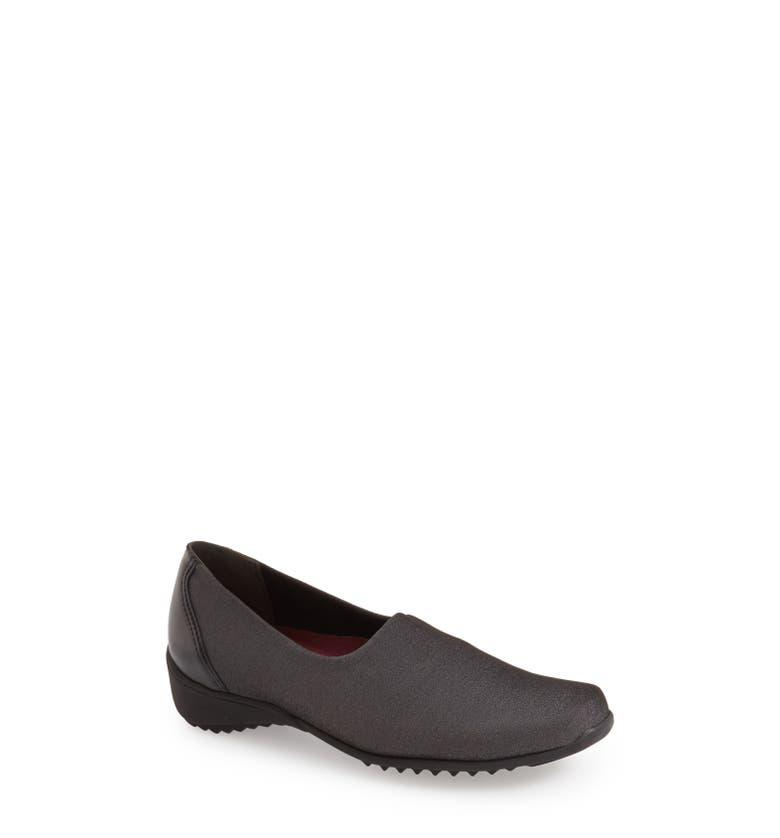 Munro Women S Traveler Slip On Shoes