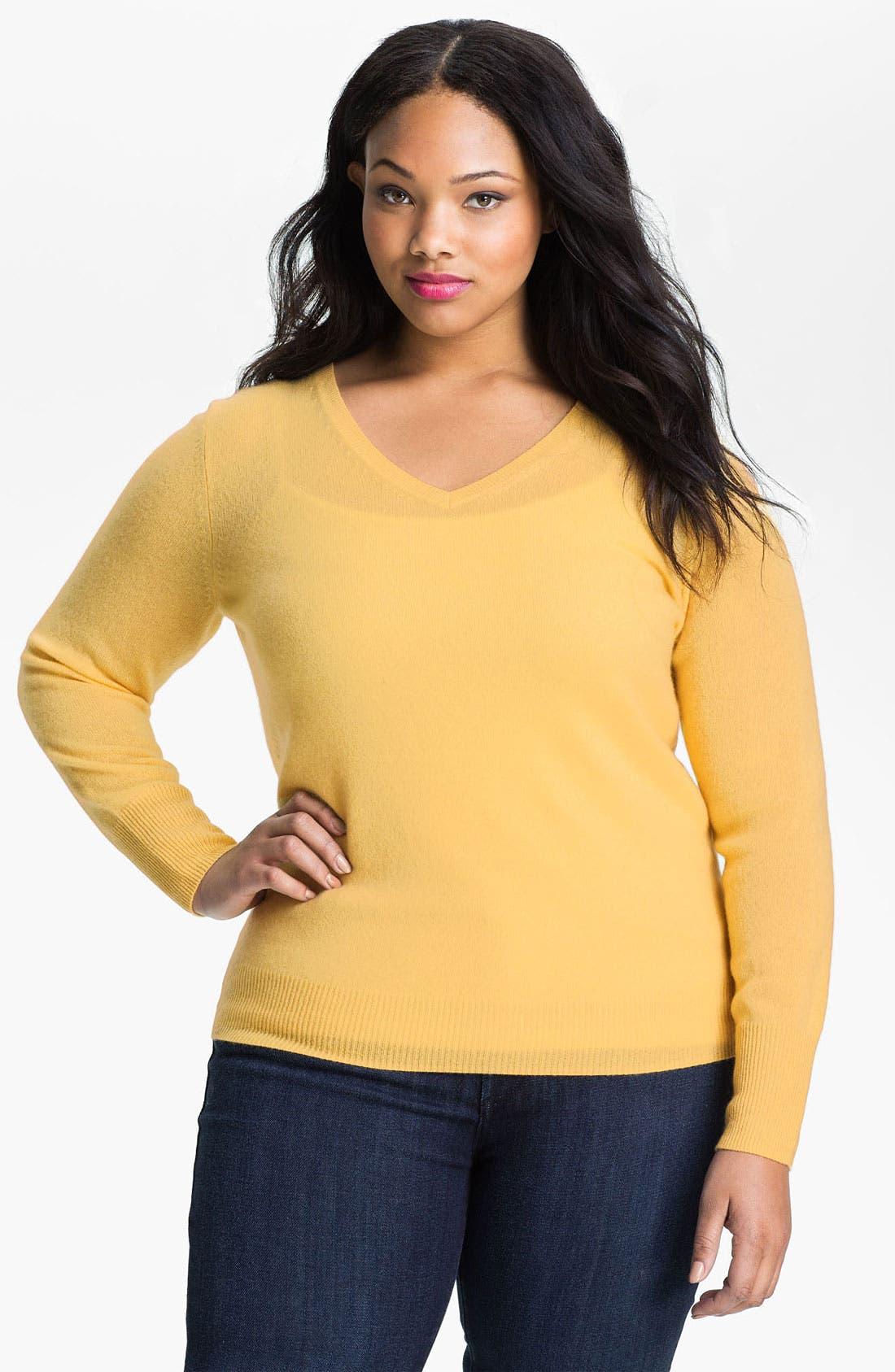 Main Image - Halogen® V-Neck Cashmere Sweater (Plus)