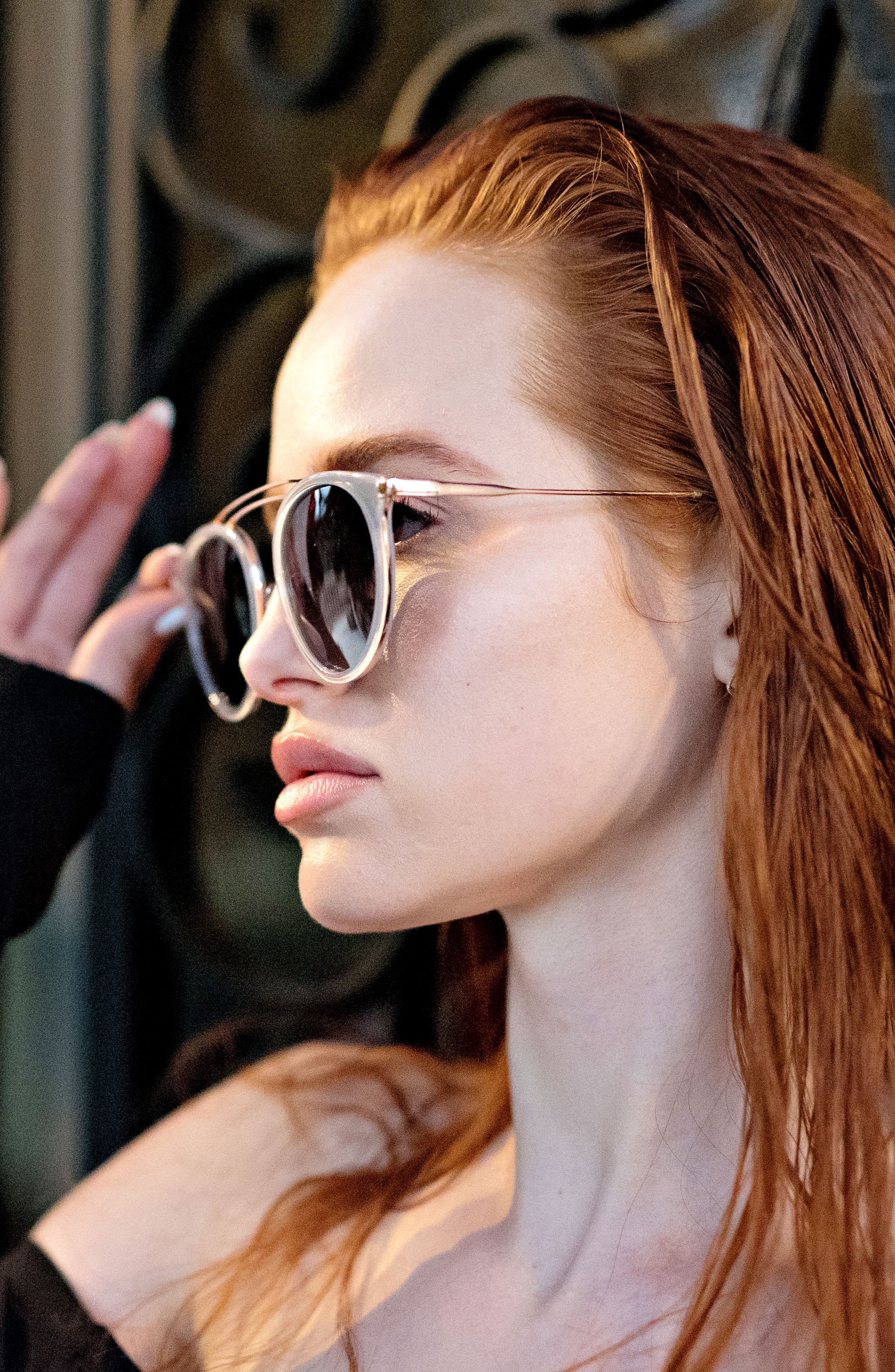 Privé Revaux x Madelaine Petsch The Rogue 50mm Sunglasses,                             Alternate thumbnail 5, color,                             GOLD/ CLEAR