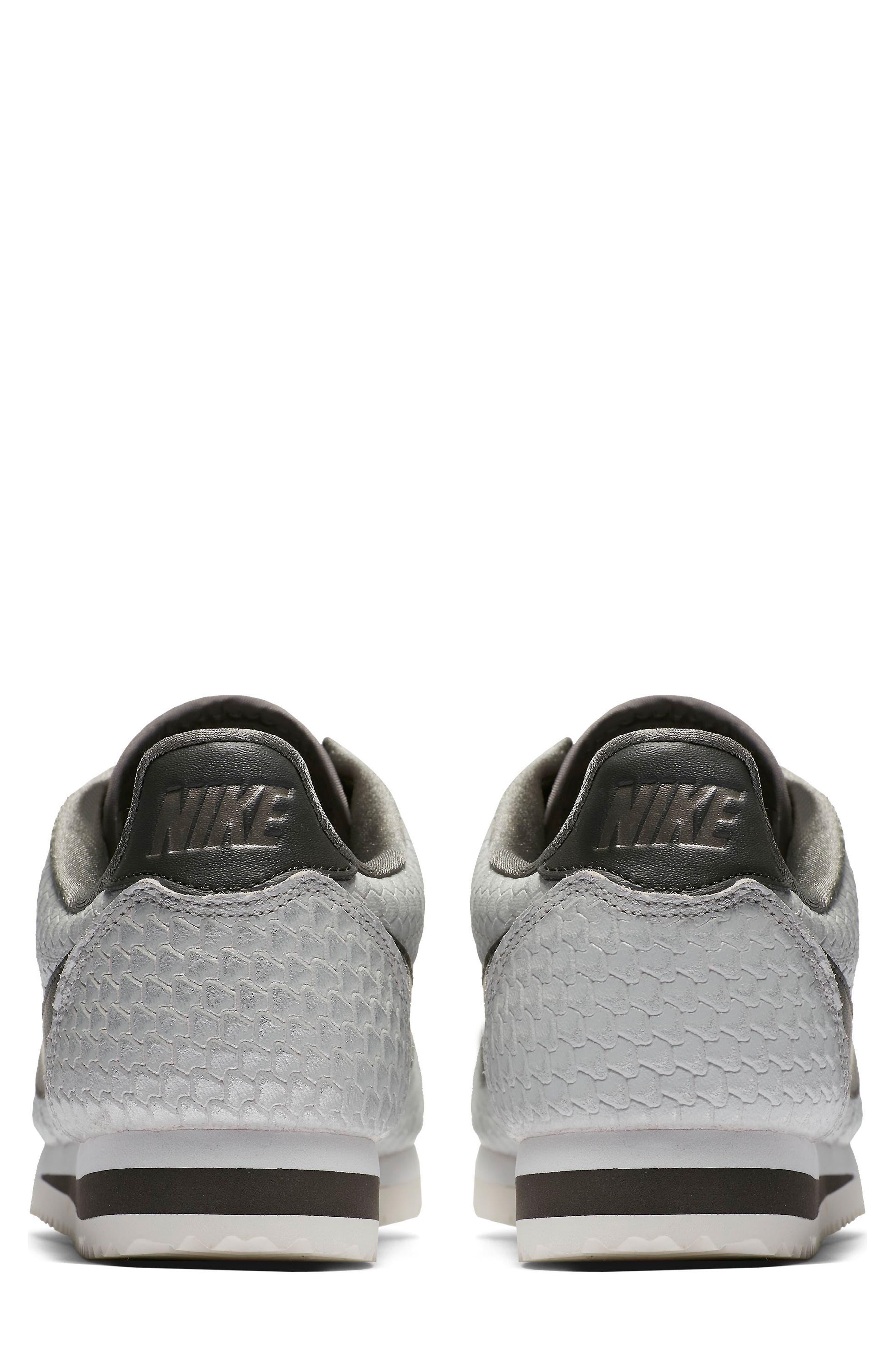 Classic Cortez SE Sneaker,                             Alternate thumbnail 2, color,                             031