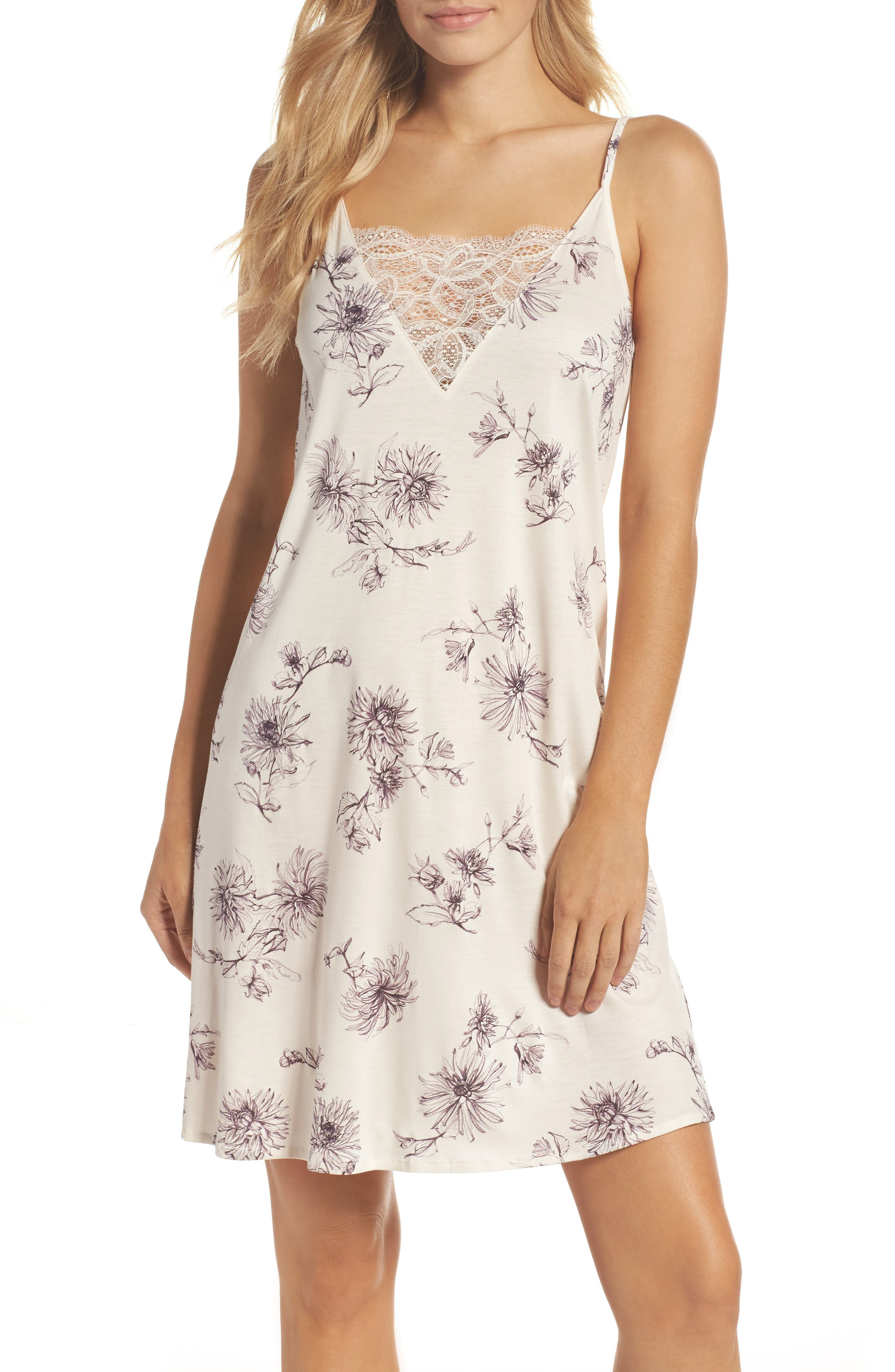 Camille Chemise,                         Main,                         color,