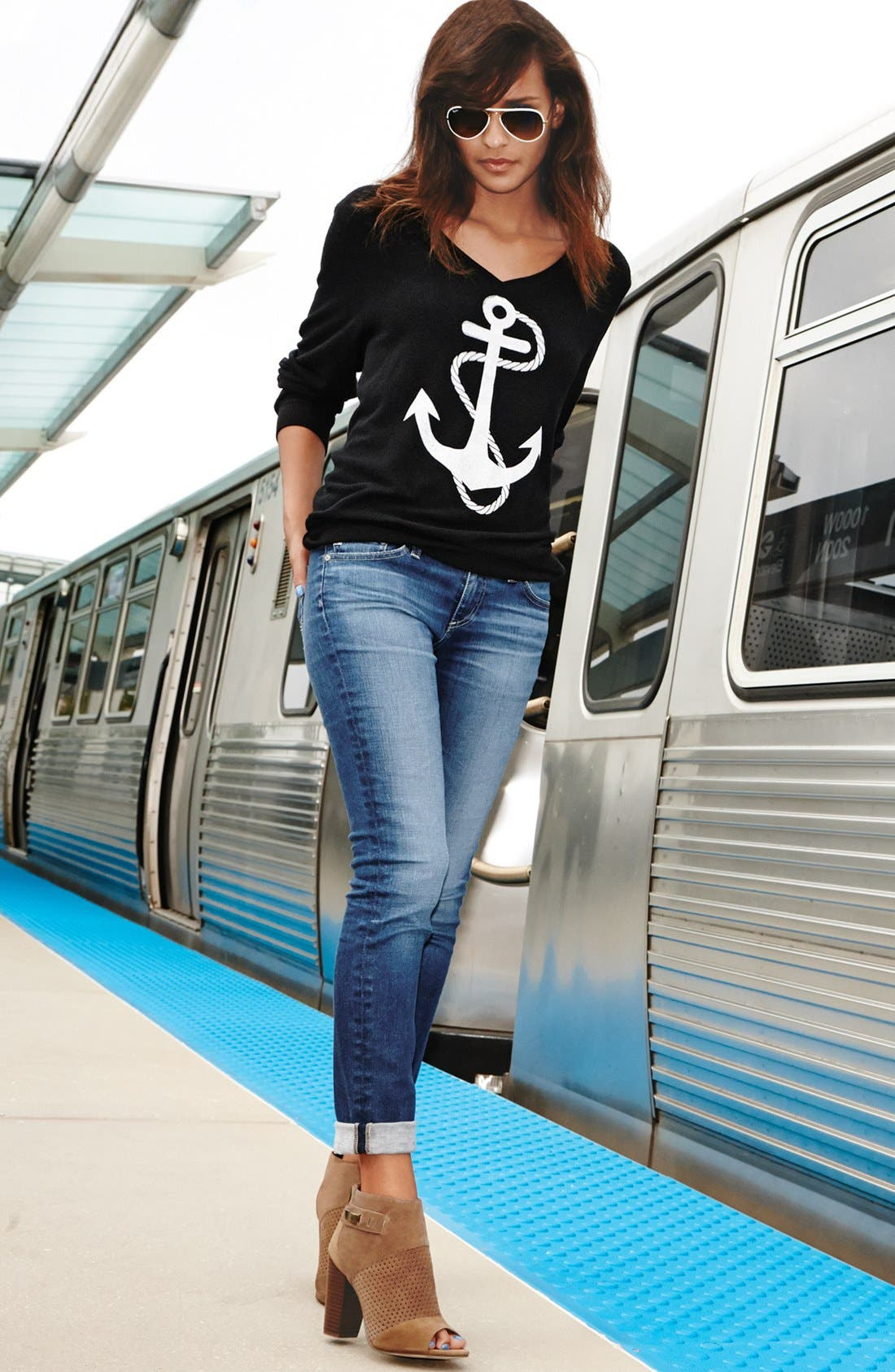 WILDFOX,                             'Anchor' V-Neck Sweater,                             Alternate thumbnail 4, color,                             001