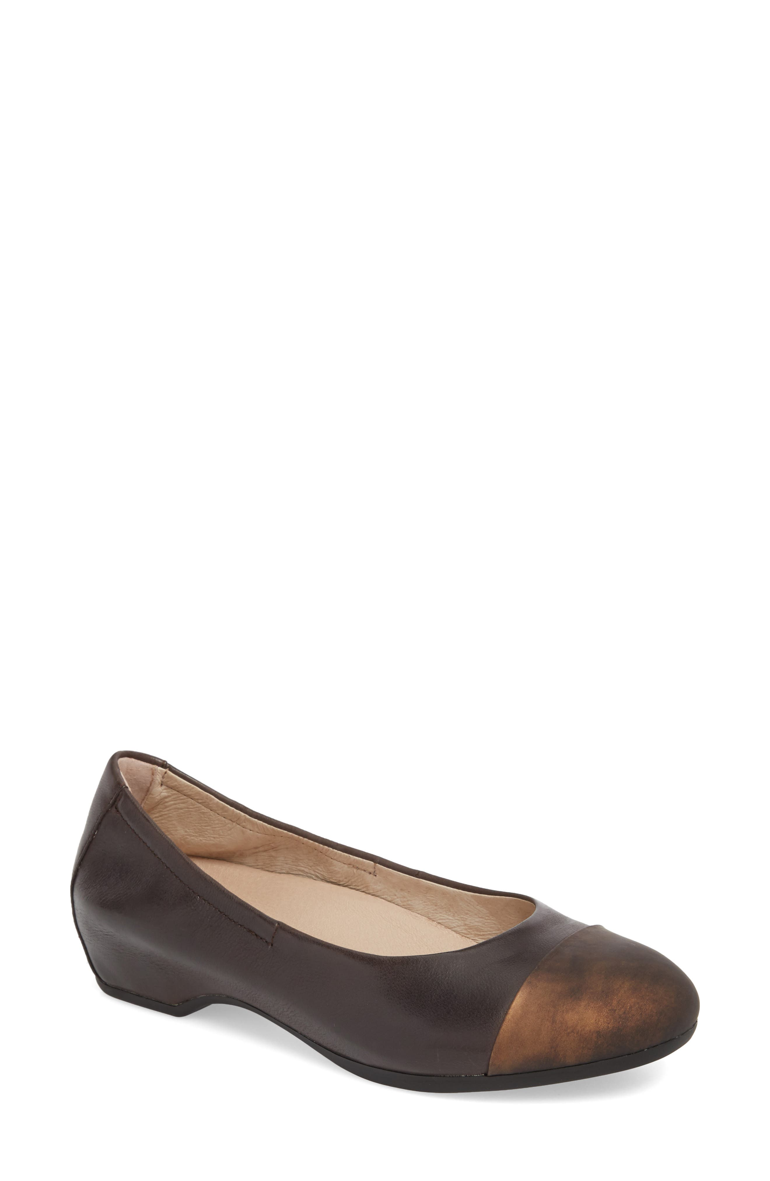Dansko Lisanne Flat-6- Brown