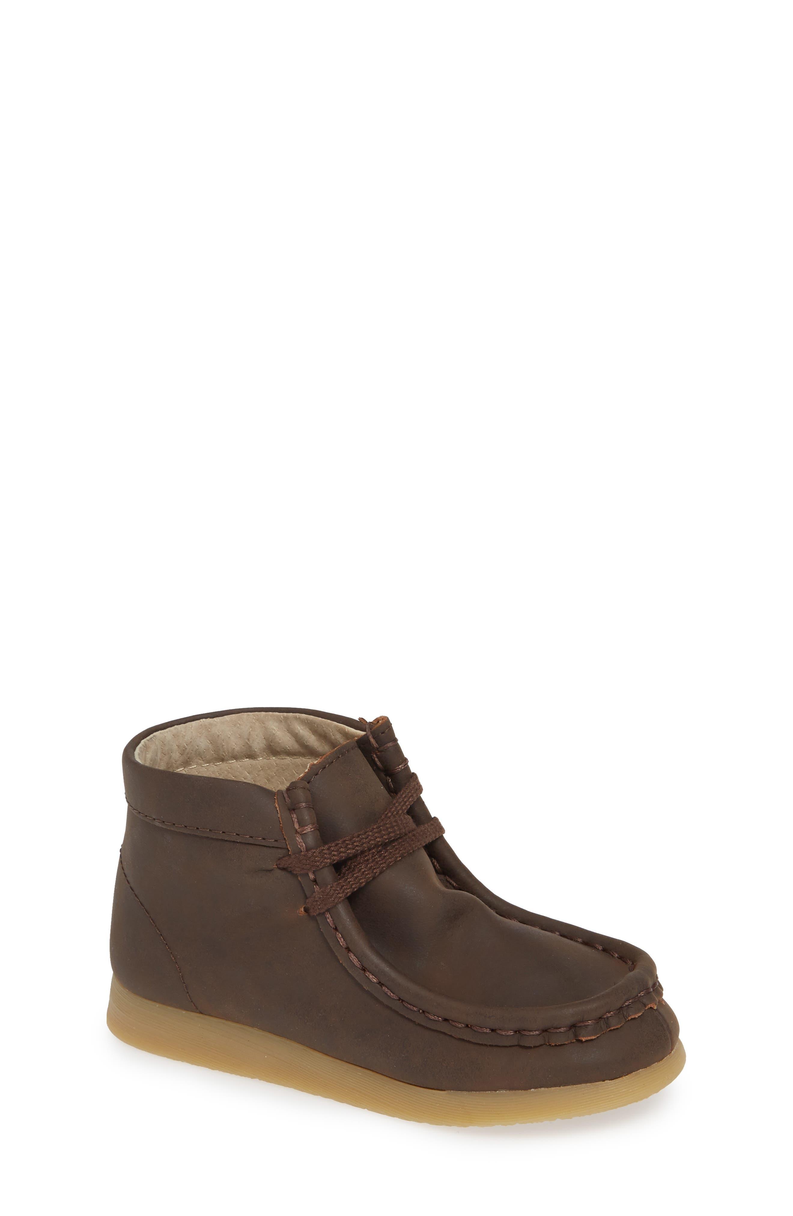 Wally Chukka Boot,                         Main,                         color, BROWN OILED
