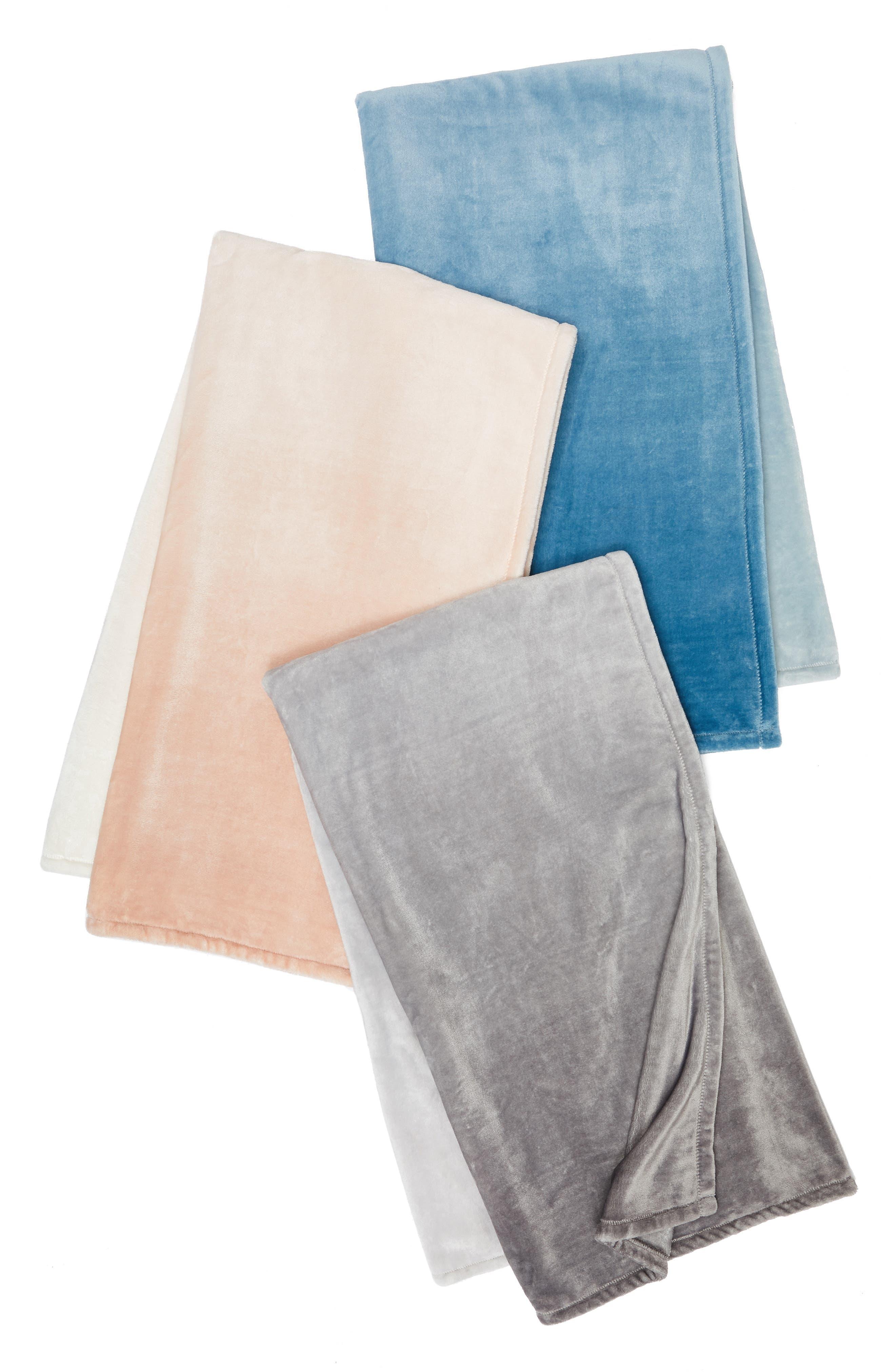 Print Plush Throw Blanket,                             Alternate thumbnail 3, color,                             030