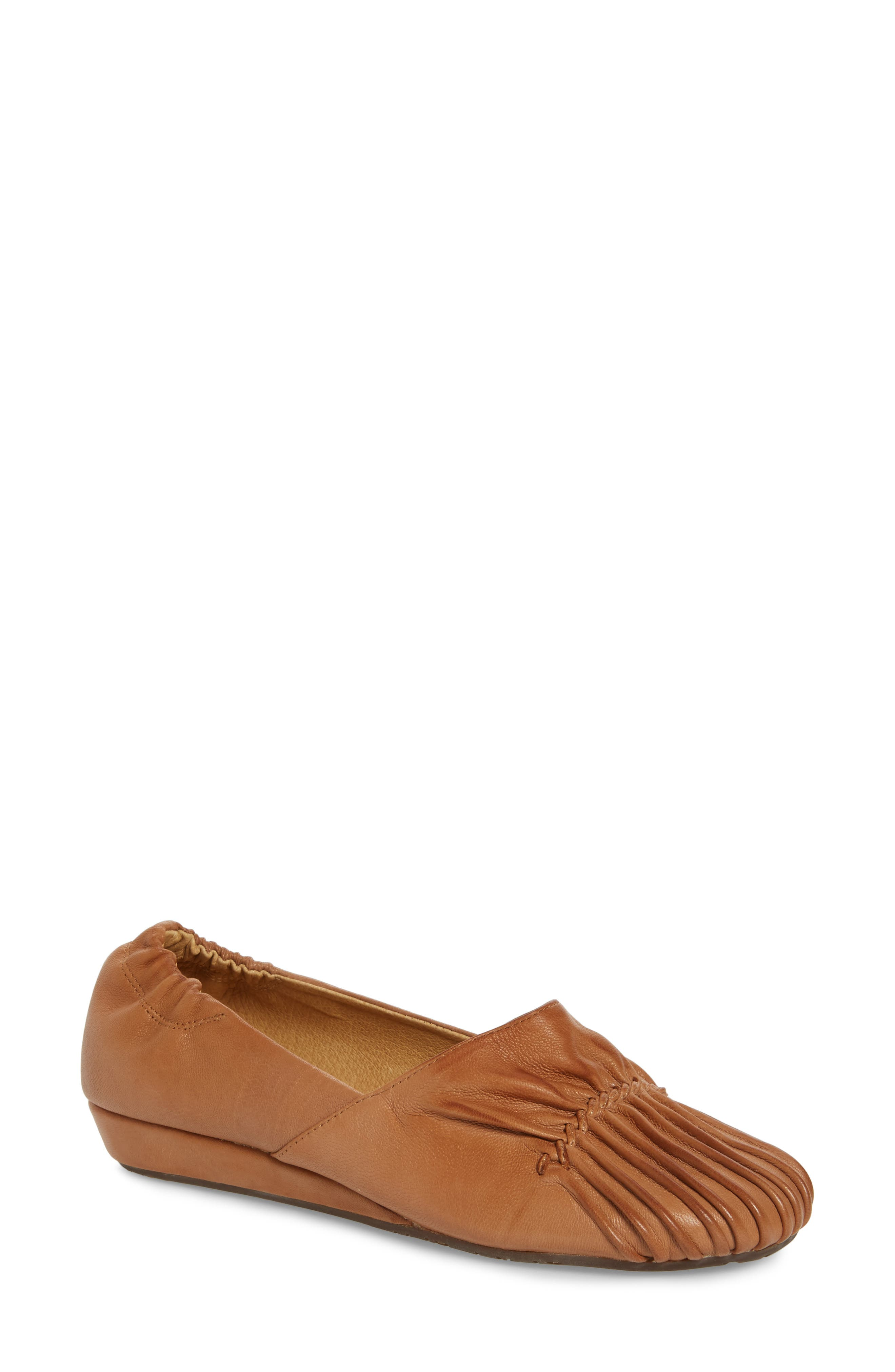 Vic Low Pleated Wedge,                         Main,                         color, 200