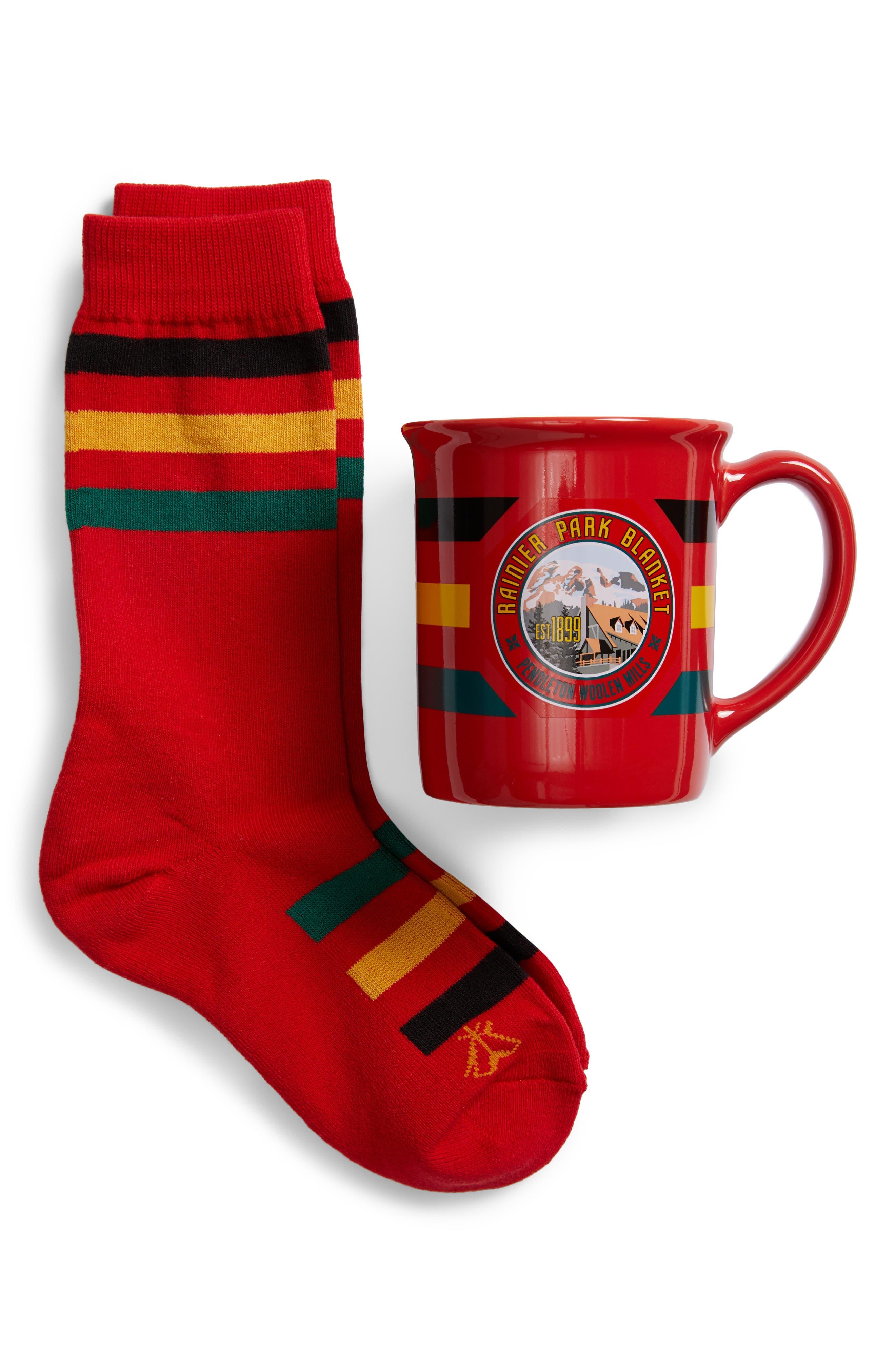 PENDLETON Rainier National Park Mug & Socks Gift Set in Red
