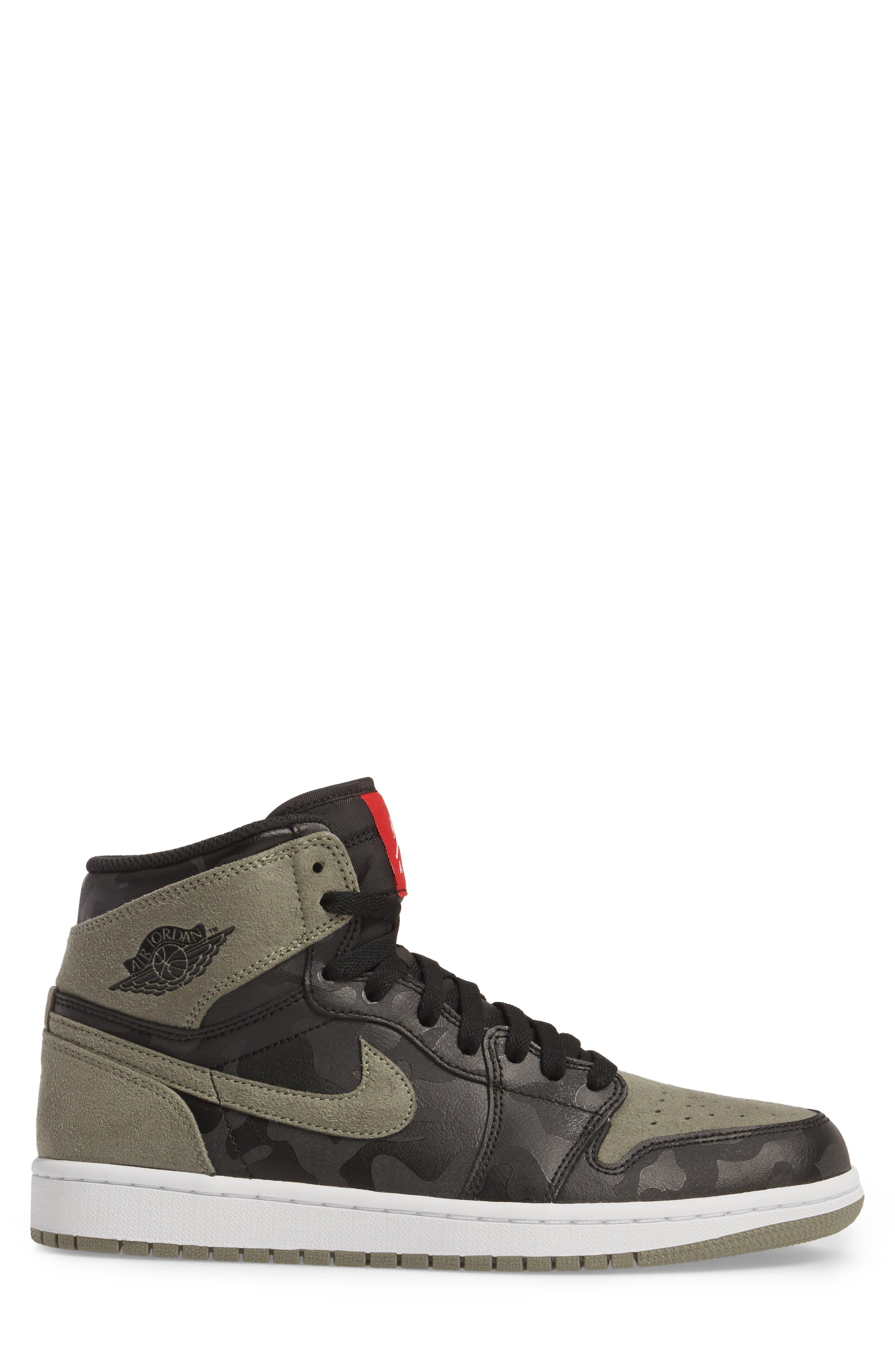 Air Jordan 1 Retro High Top Sneaker,                             Alternate thumbnail 3, color,                             003