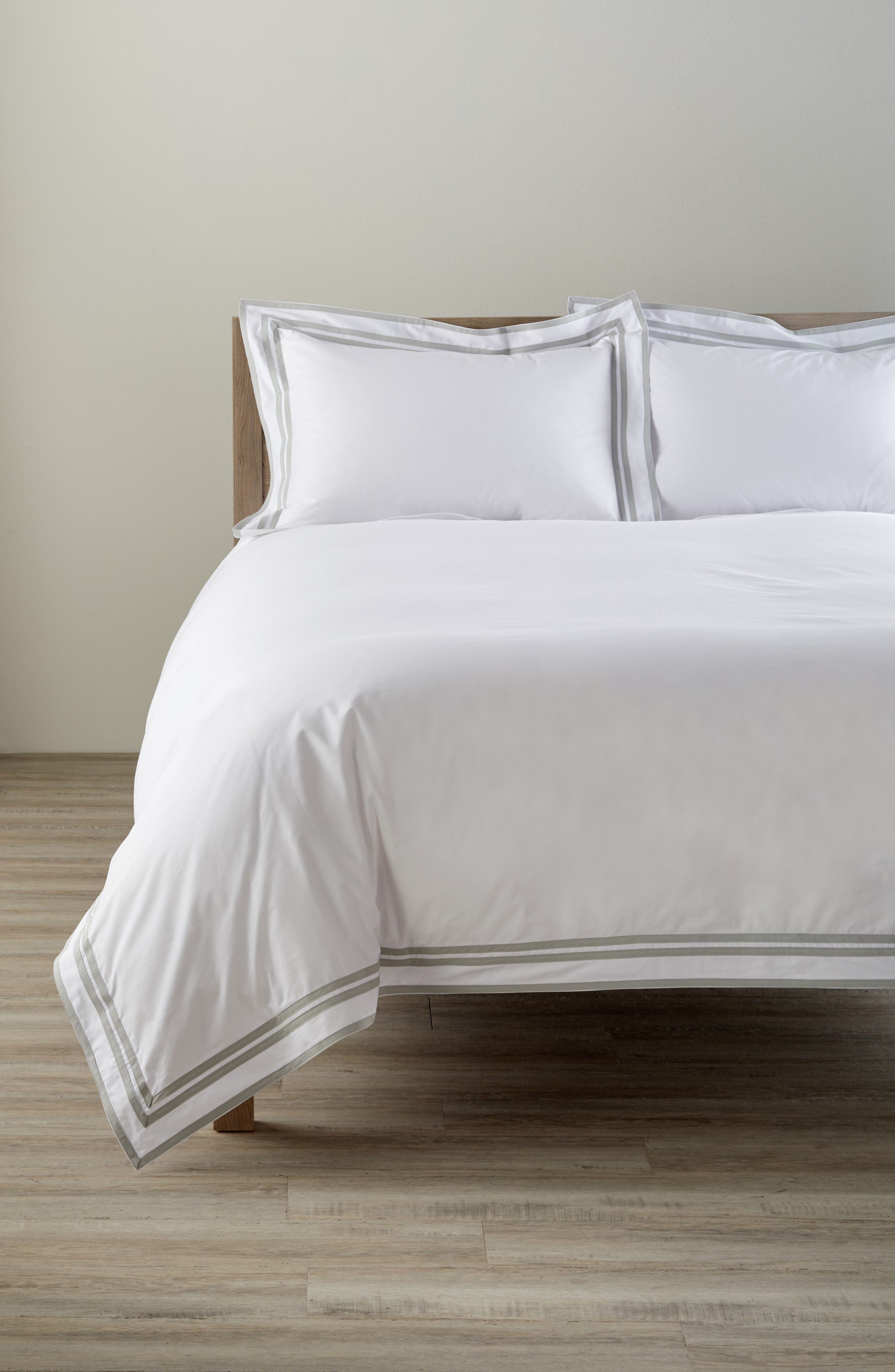Meridian 350 Thread Count Duvet Cover,                         Main,                         color, 040