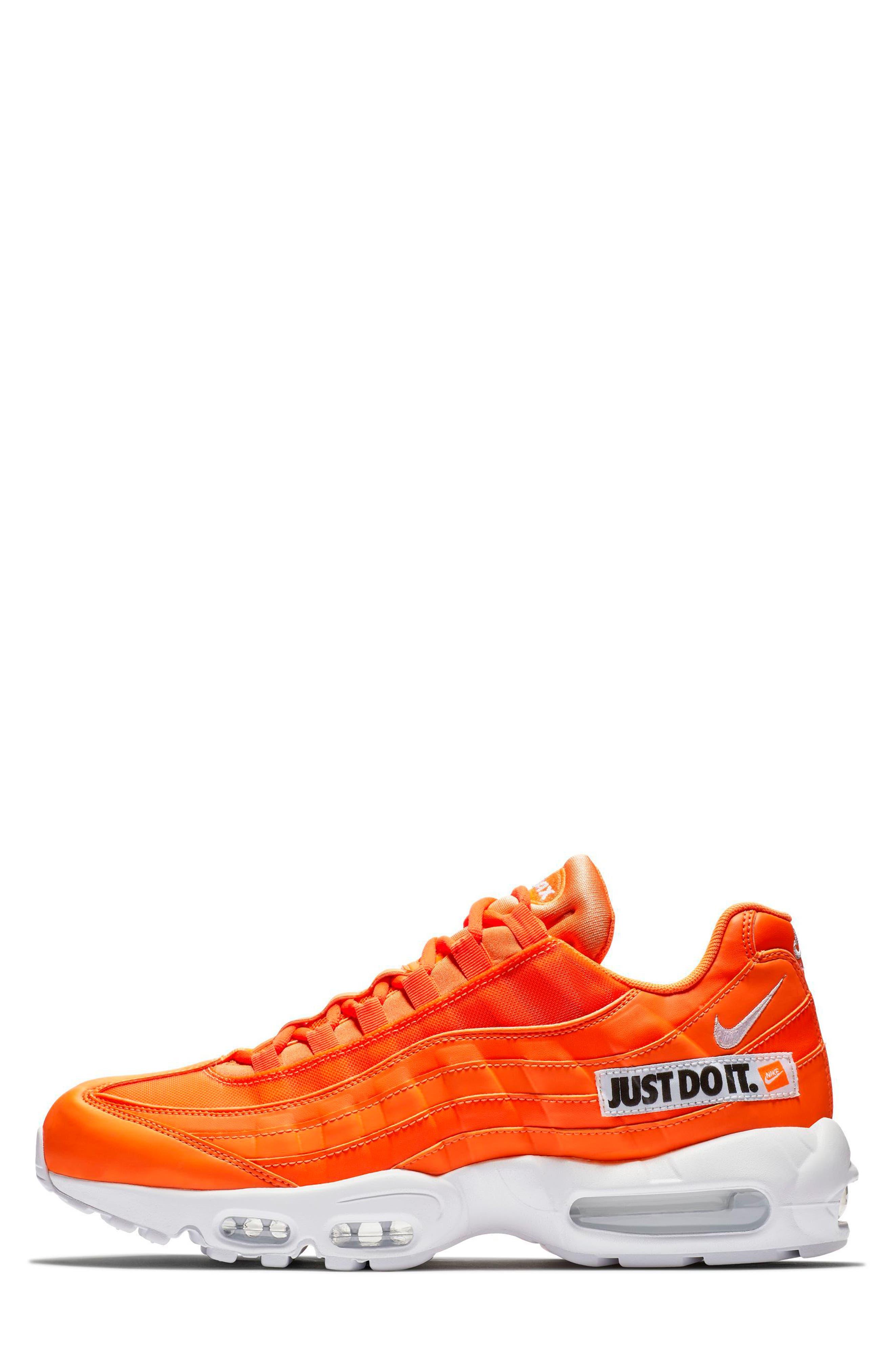 Air Max 95 SE Running Shoe,                             Alternate thumbnail 7, color,                             ORANGE/ WHT-BLK