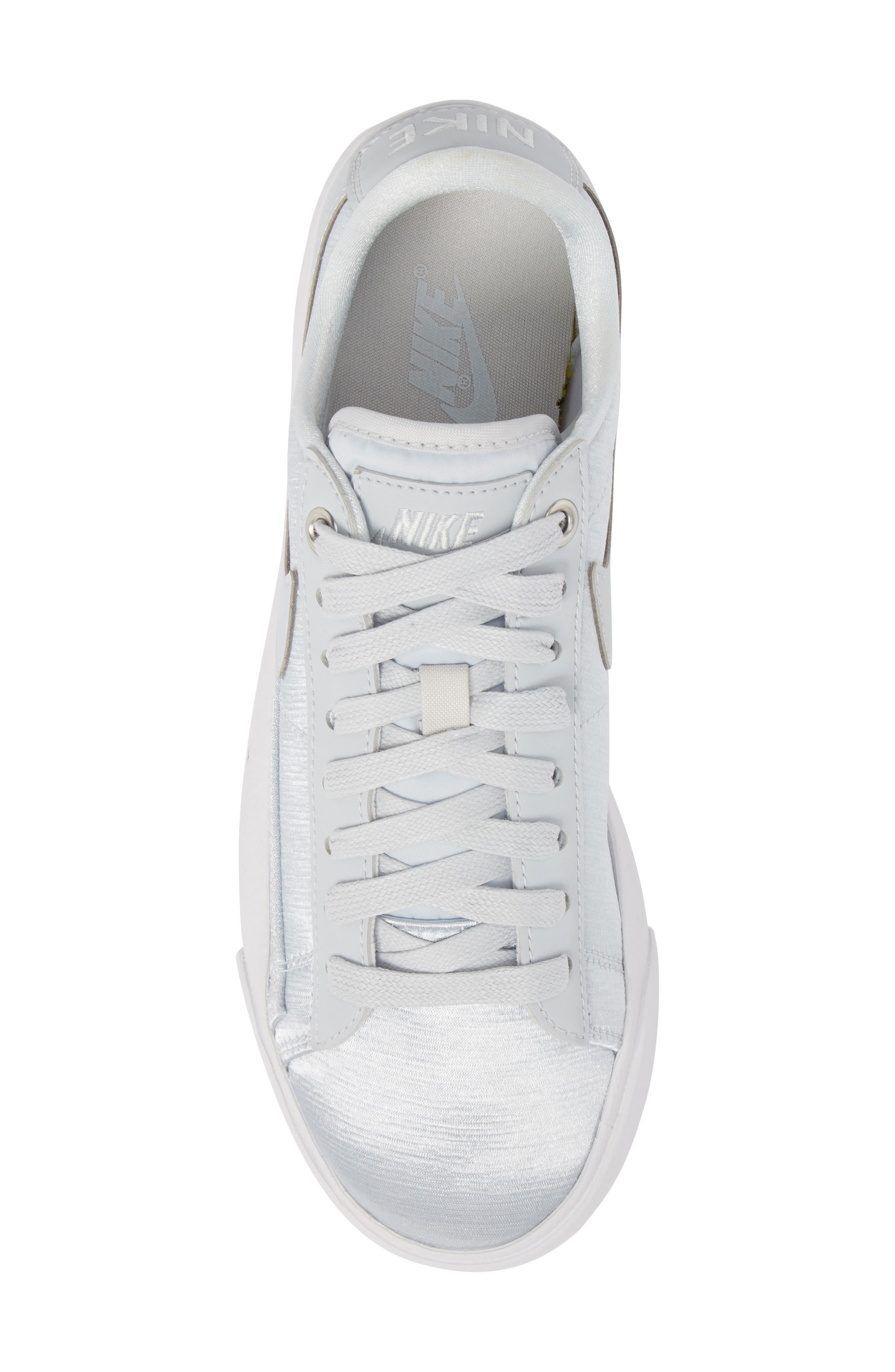Blazer Low Top Sneaker SE,                             Alternate thumbnail 5, color,                             040