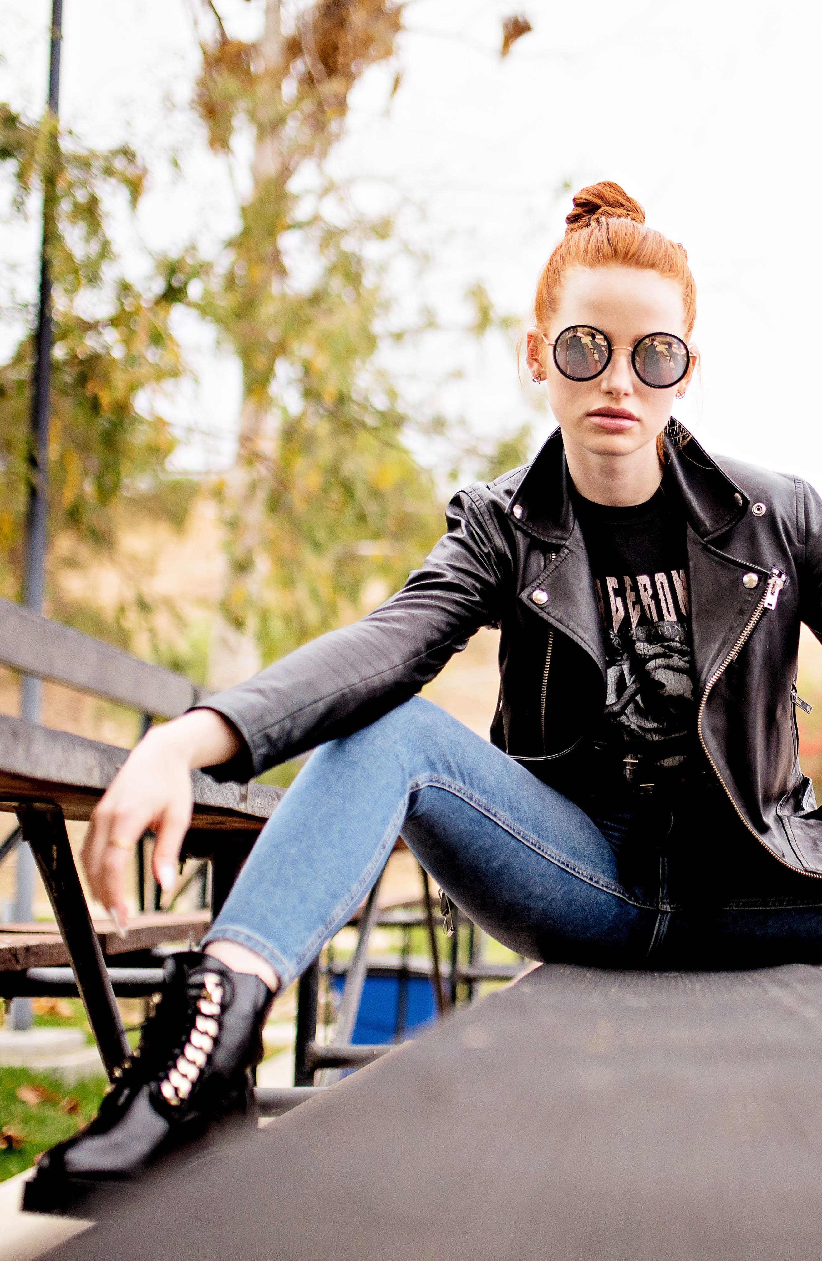 Privé Revaux x Madelaine Petsch The Street 53mm Round Sunglasses,                             Alternate thumbnail 6, color,                             001