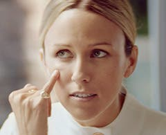 Play video about covering spots with La Mer.
