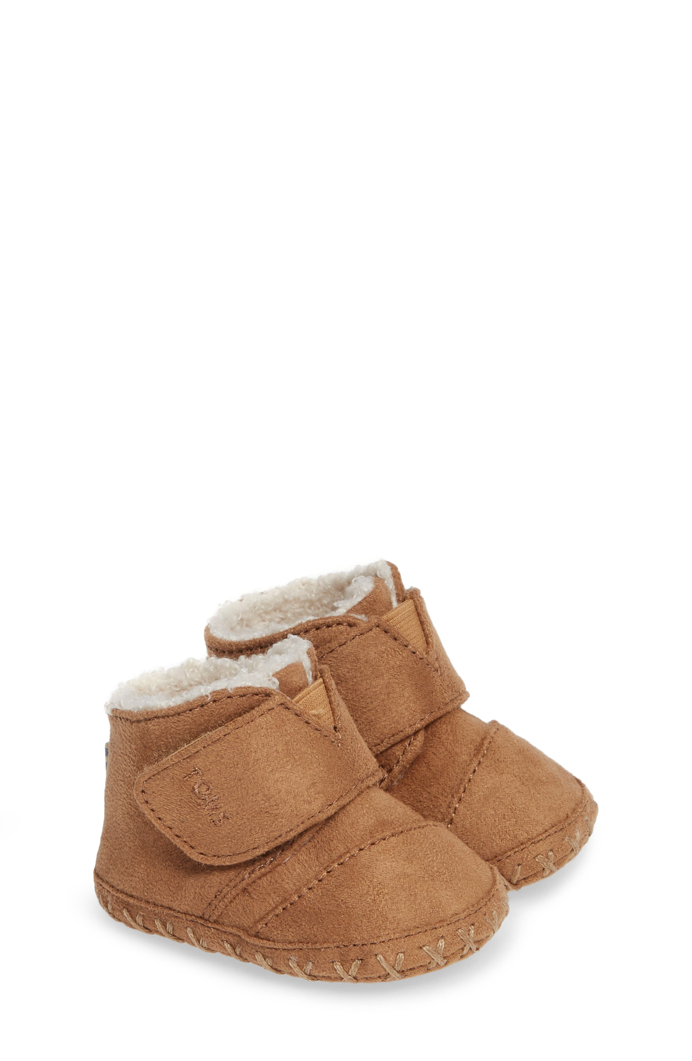 Tiny Cuna Faux Fur Crib Bootie,                             Alternate thumbnail 2, color,                             TOFFEE MICROFIBER